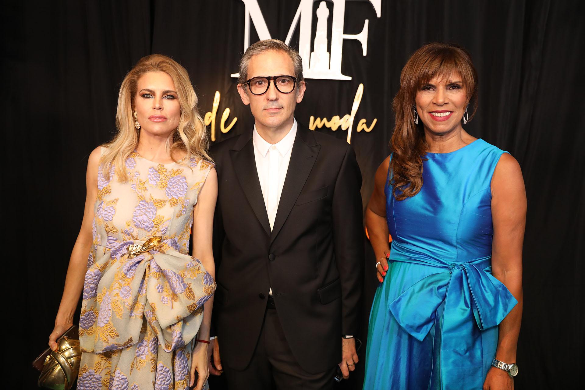 Adrian Brown junto con Anamá Ferreira y Julieta Kemble
