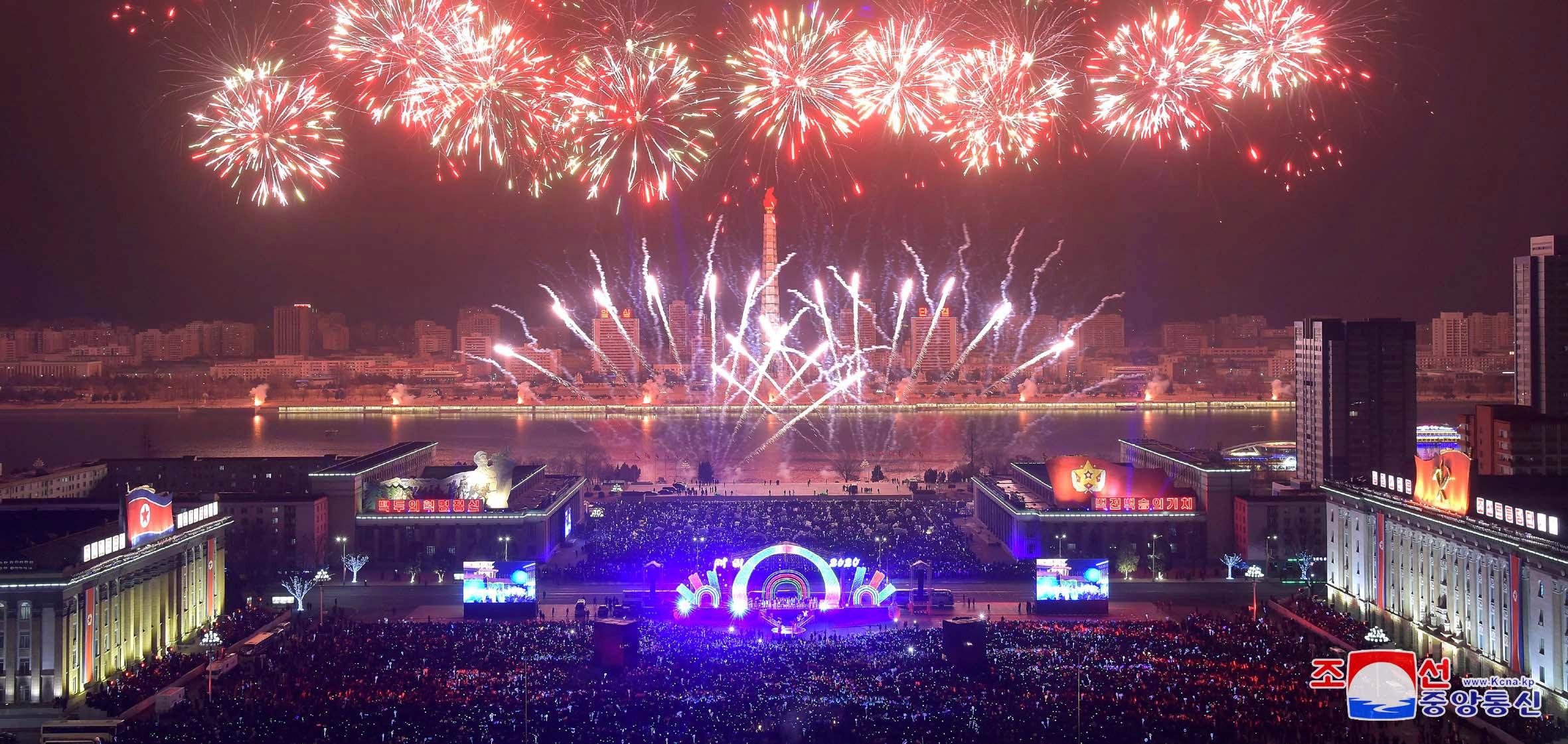 El régimen de Kim Jong-un organizó una gran celebración por Año Nuevo en Pyongyang (KCNA via REUTERS)