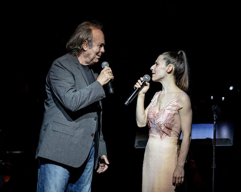 Joan Manuel Serrat y Elena Roger fueron ovacionados al final de su actuación en el Teatro Colón
