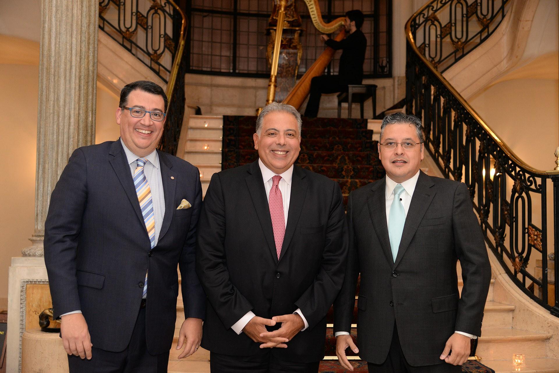 Los anfitriones junto al embajador de Egipto, Amín Mourad Meleika