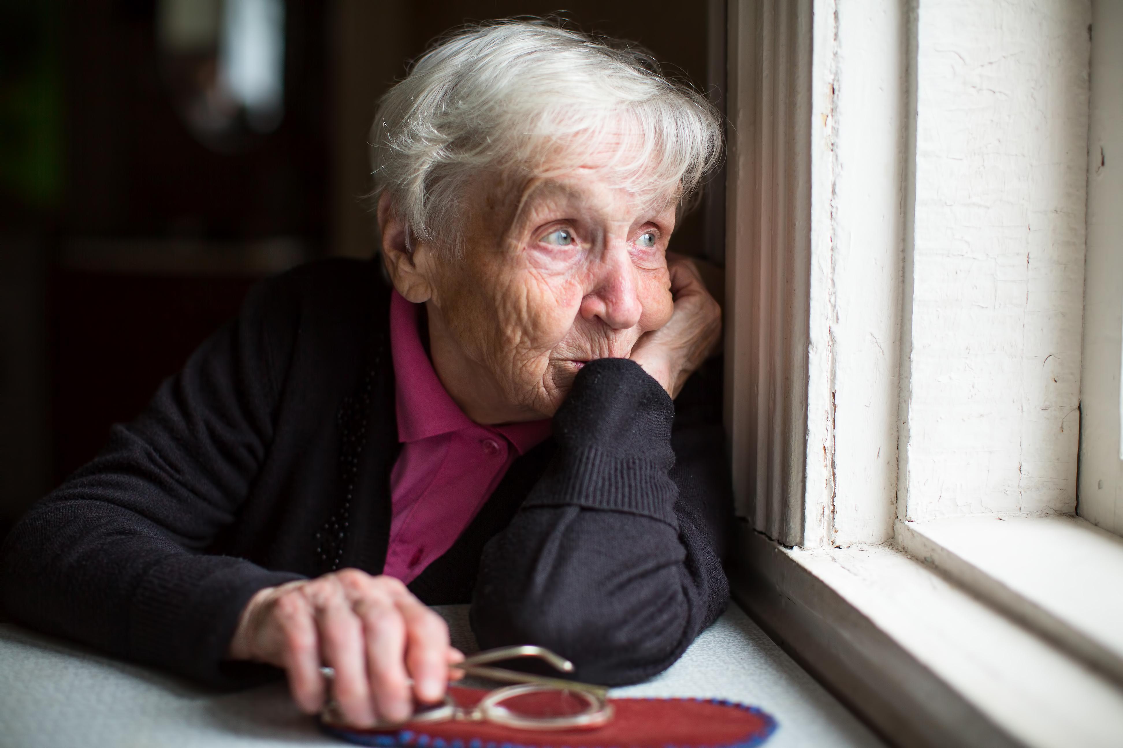 """Adultos mayores y cuarentena: """"Hay que dejarles la comida en la ..."""