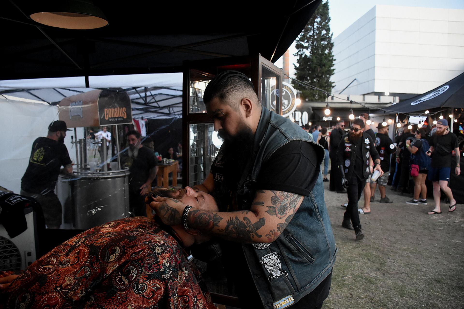 Los barberos copan la expo. Habrá batallas y concursos que se definirán el domingo 8 a las 15:00