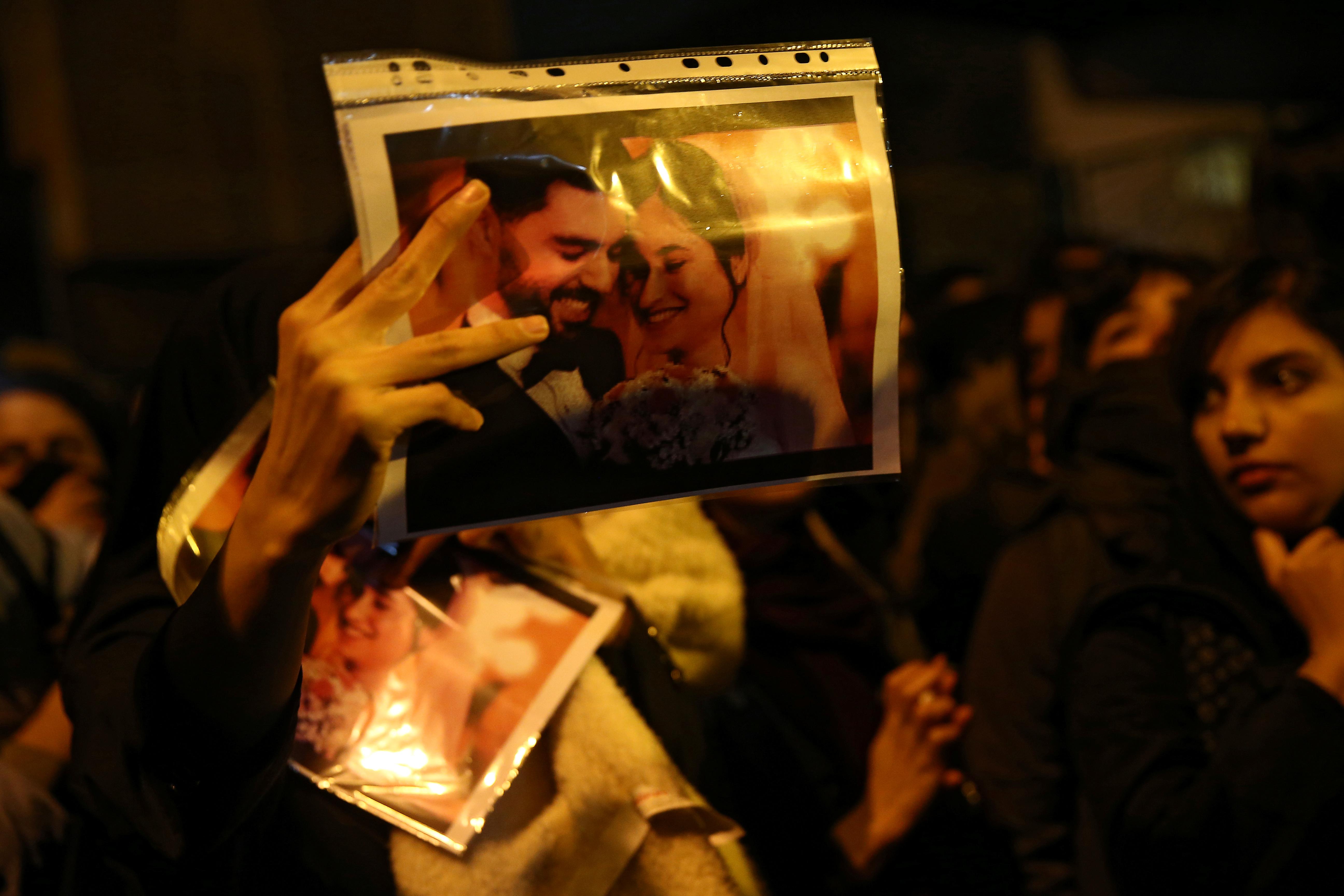 Manifestantes Iranies Exigieron La Renuncia Del Ayatollah Luego De