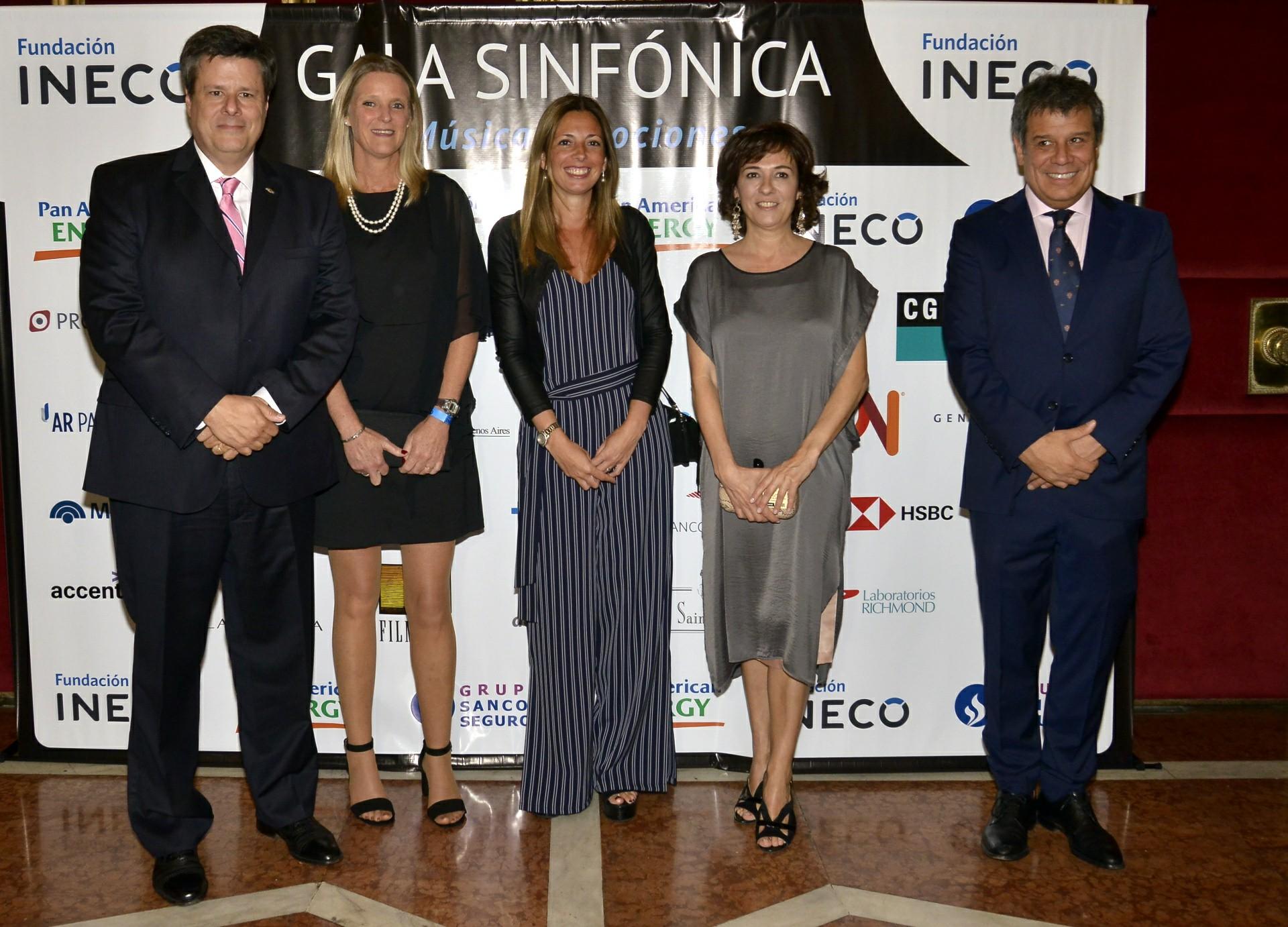 Federico Ovejero, vicepresidente de General Motors; Soledad Pannunzio, líder de relaciones institucionales de General Motors; Josefina y Facundo Manes