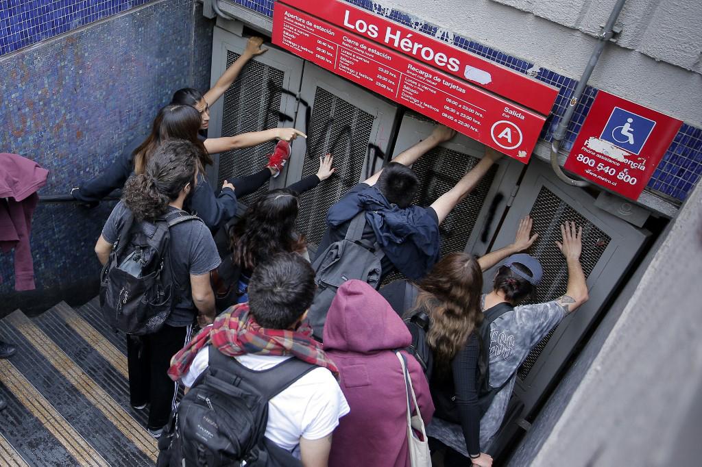 La tarifa del metro subió de 800 a 830 pesos (de 1,13 a 1,17 dólares)