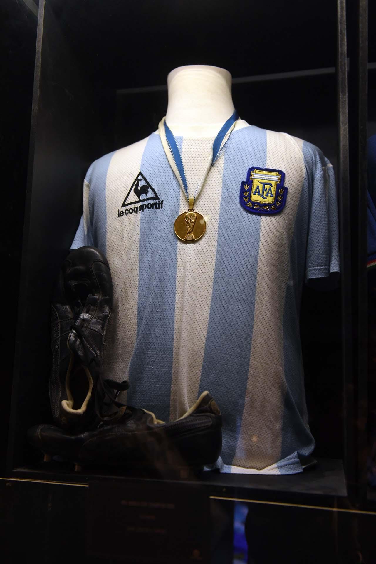 Mención honorífica para la pieza transpirada por Héctor Enrique en la final entre Argentina y Alemania Federal de 1986 (Maximiliano Luna)