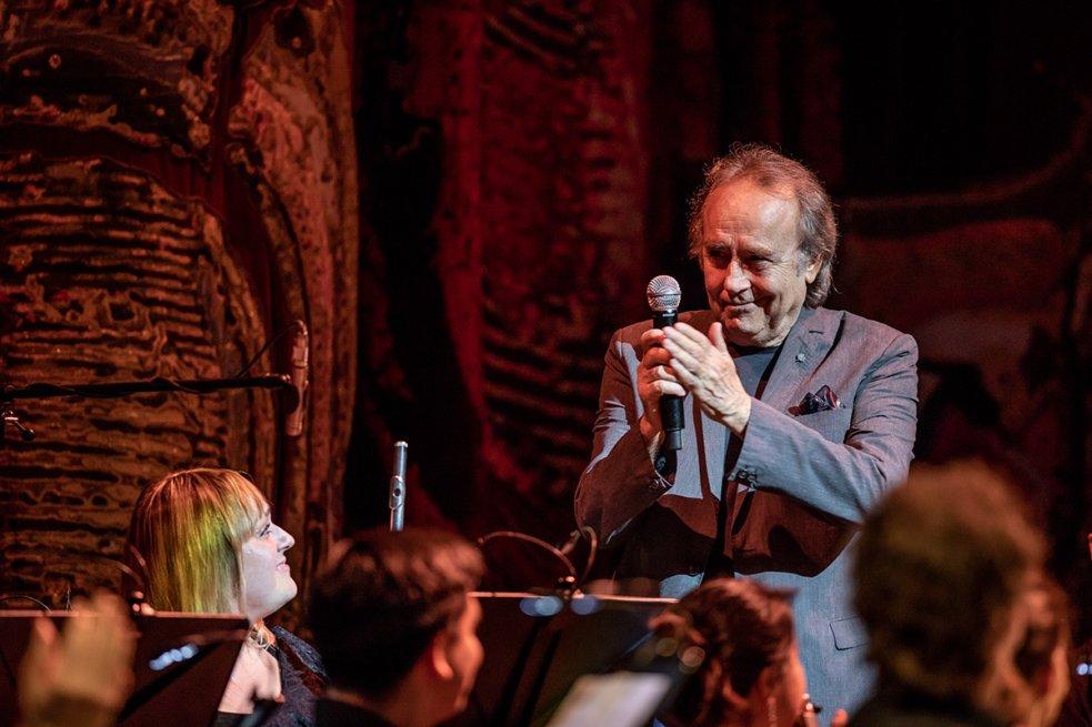 Joan Manuel Serrat, el gran cantautor español, fue el broche de oro de una fantástica velada musical