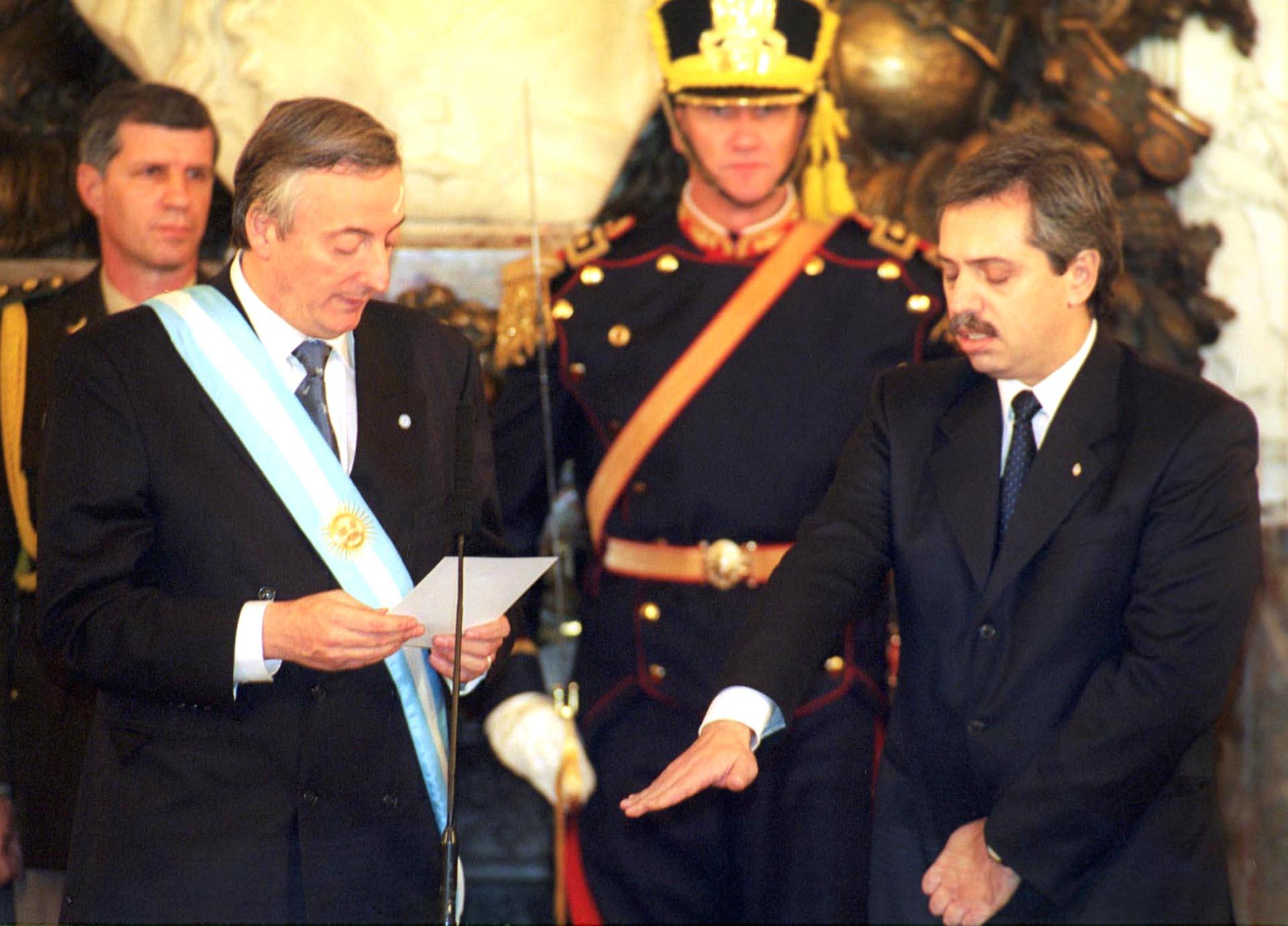 Asumió su cargo como Jefe de Gabinete de Ministros en el Ejecutivo Nacional el 25 de mayo de 2003. Su banca en la Legislatura porteña quedó para la polémica actriz Elena Cruz, defensora del dictador Jorge Rafael Videla.