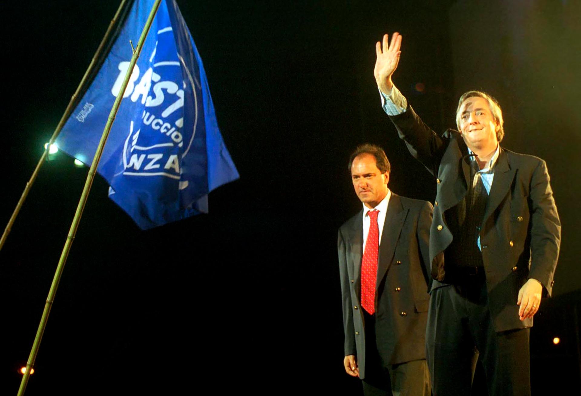En el 2003, de la mano de Alberto Fernández y con apenas el 22% de los votos obtenidos en la primera vuelta, la fórmula Néstor Kirchner-Daniel Scioli se consagró victoriosa, luego de la renuncia de Carlos Menem a pocos días de la segunda vuelta.
