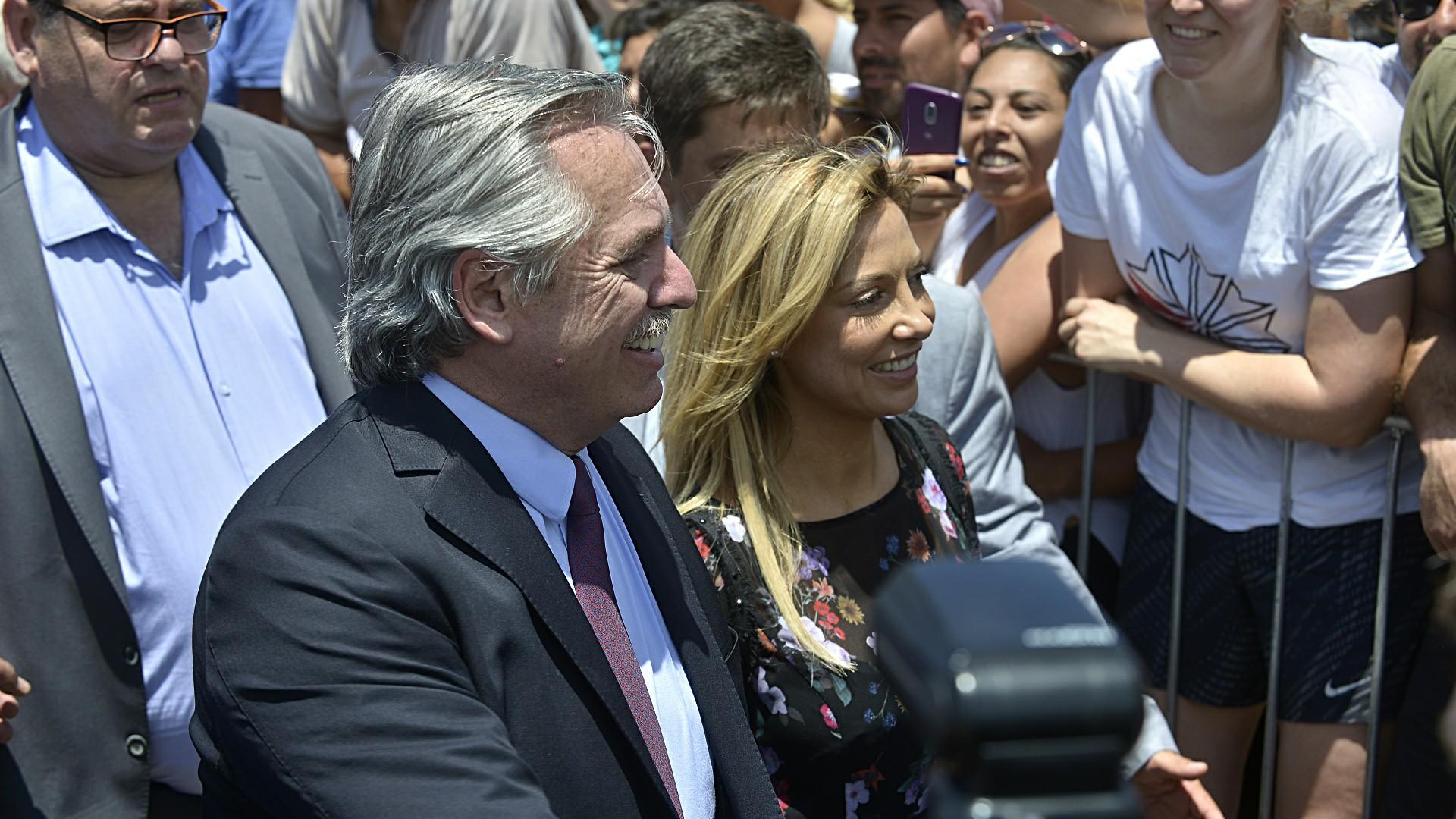 Antes de la asunción presidencial, la Conferencia Episcopal organizó una misa en la Basílica de Luján, a donde Alberto Fernández fue acompañado por su pareja, la periodista Fabiola Yañez.