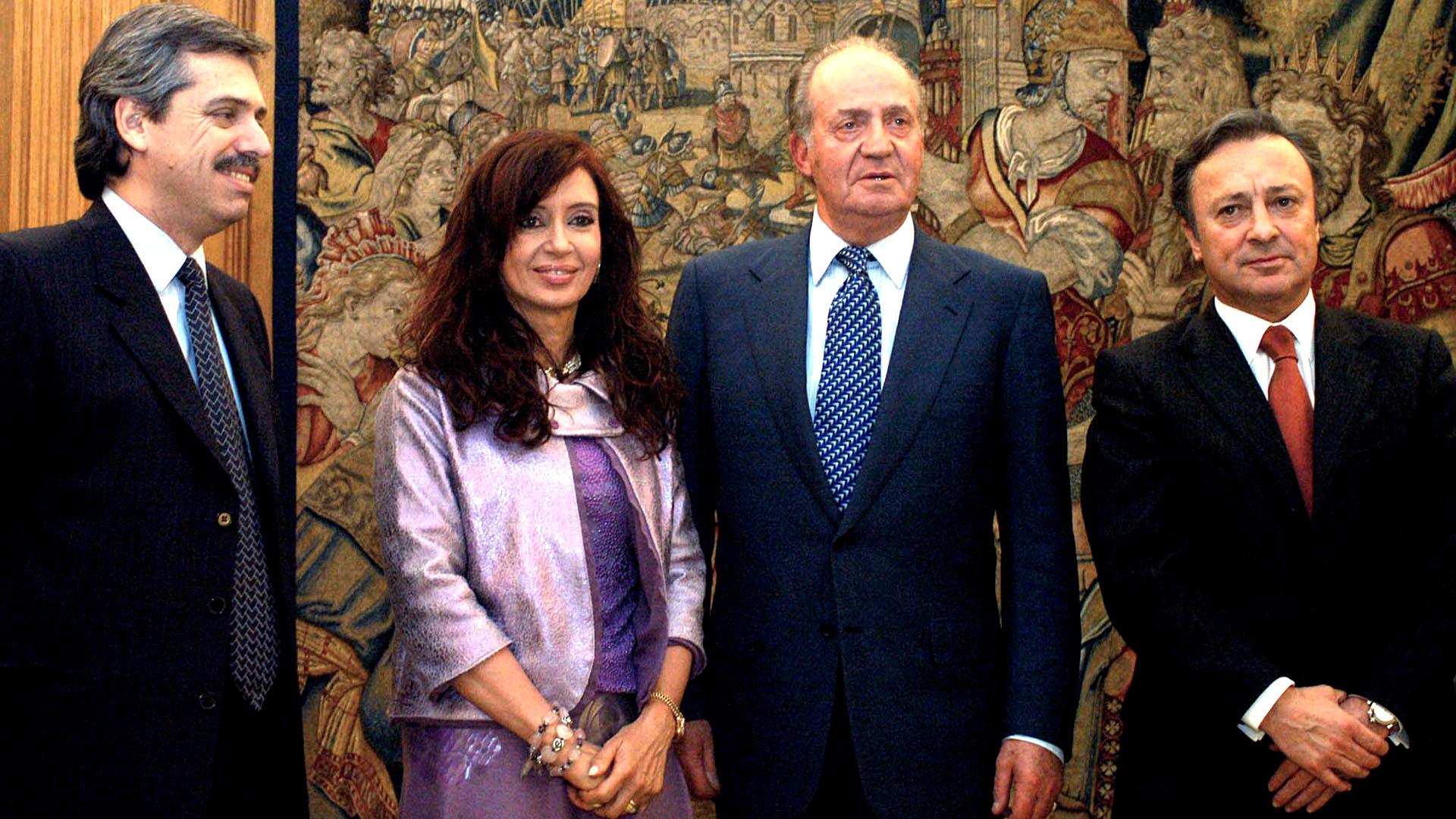 El 12 de diciembre viajó a Madrid con la senadora y primera dama Cristina Kirchner para reunirse con el rey Juan Carlos y el ex presidente del gobierno español, José Luis Rodríguez Zapatero. Aquí, también el embajador Carlos Bettini.
