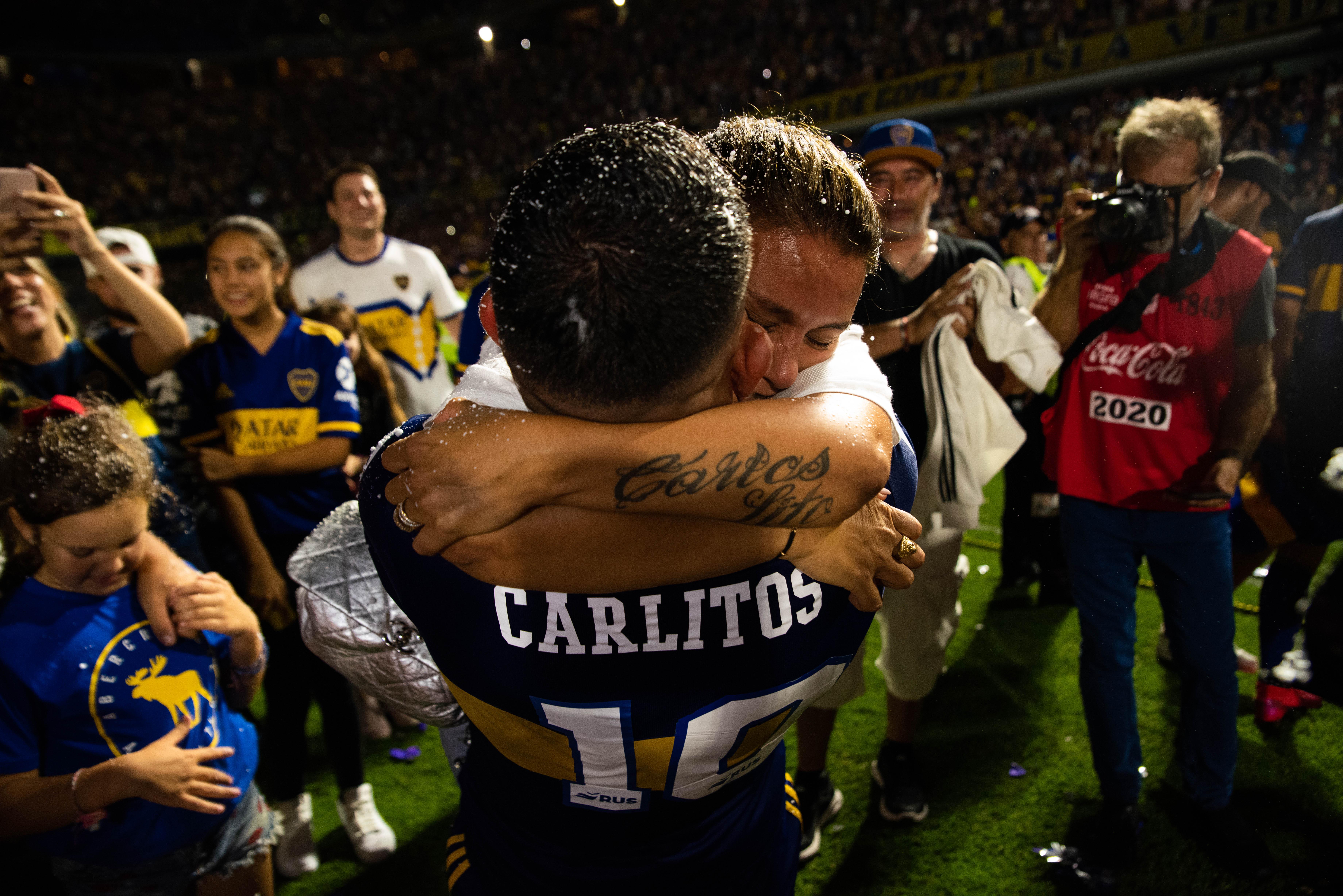 Tevez y un abrazo eterno (Franco Fafasuli)