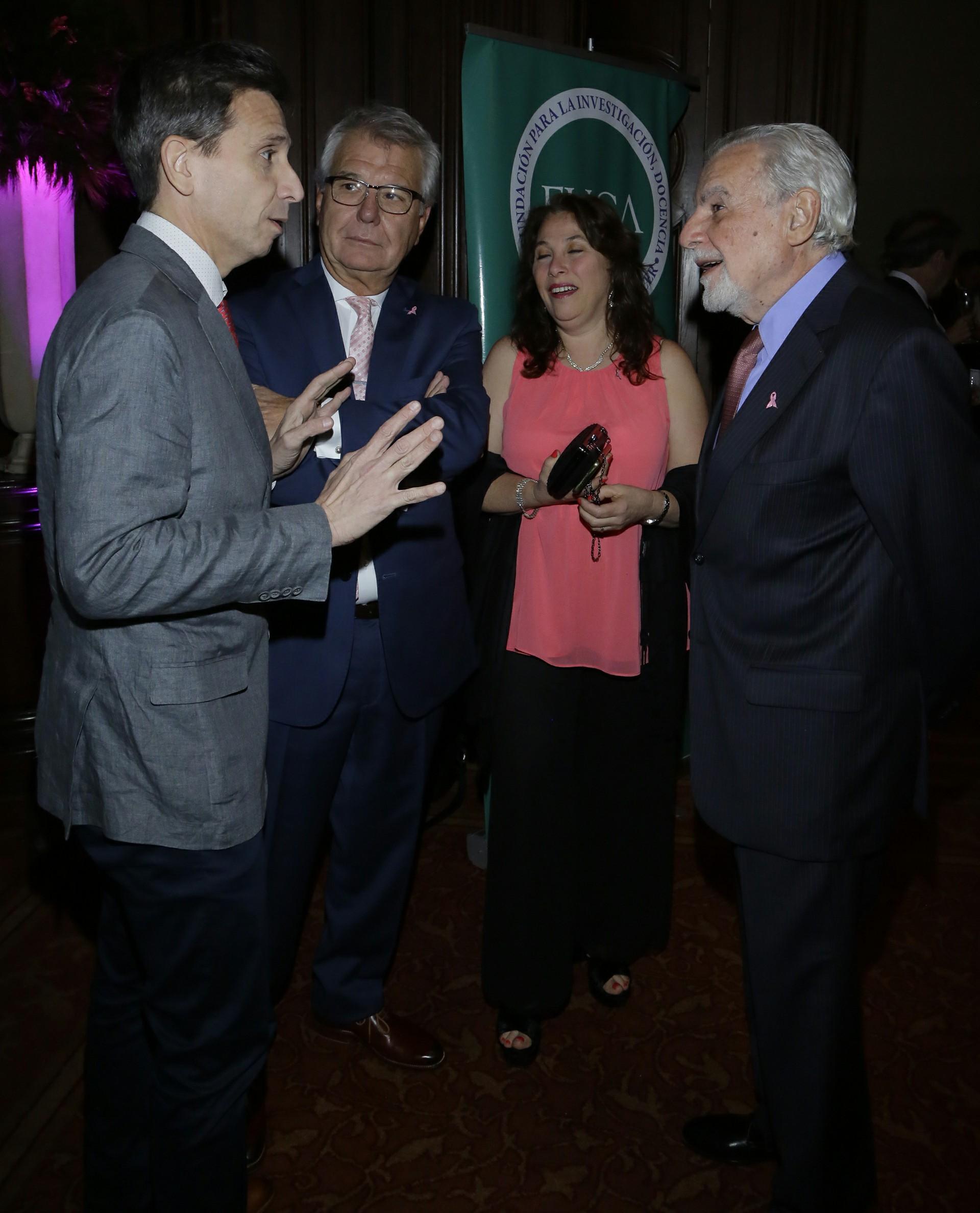 Los doctores Matías Chacón, Federico Coló, María Marcela Barrio y José Mordoh, integrantes de FUCA