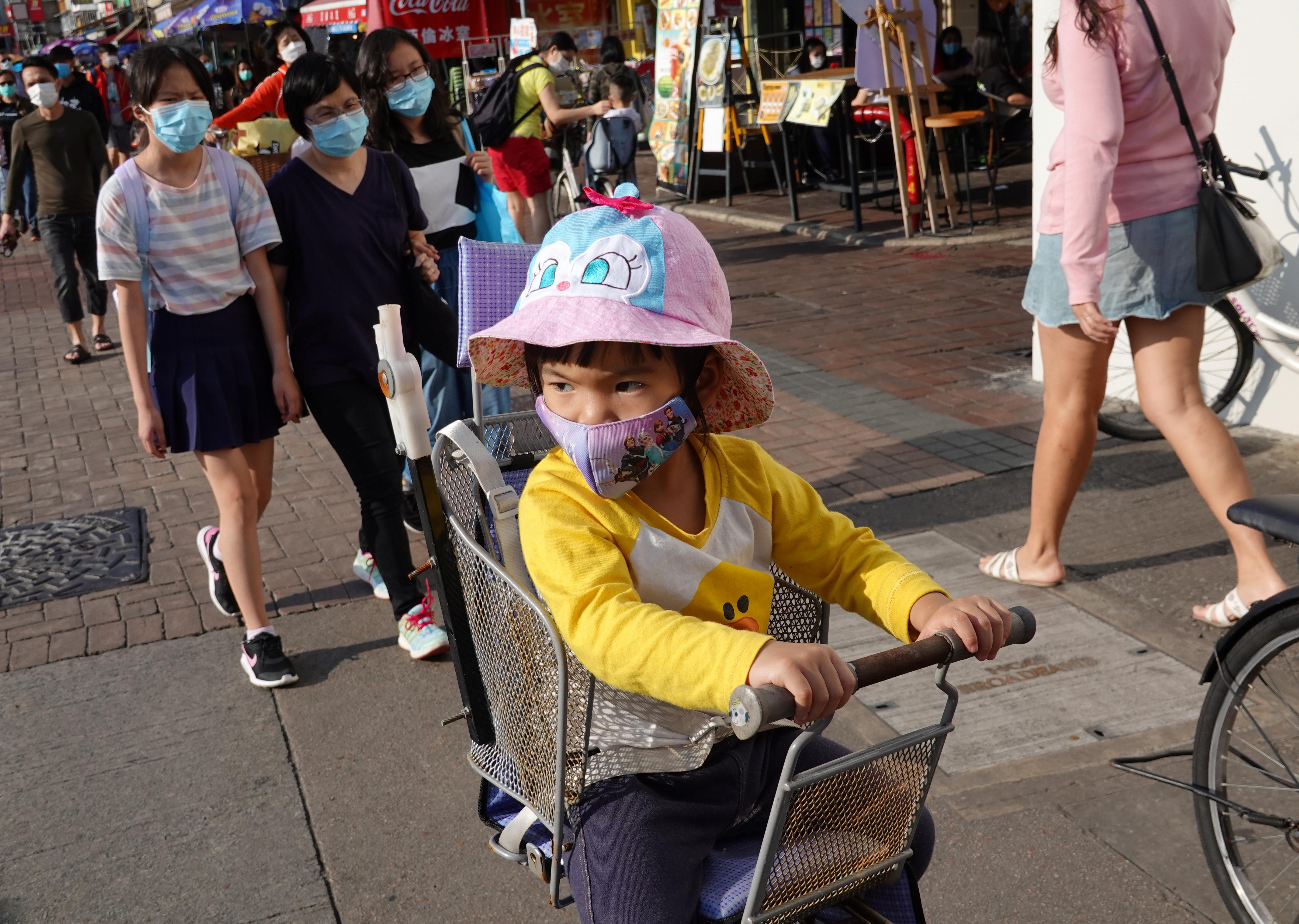 CHINA - La gente salió a la calle en Hong Kong, durante la jornada del 12 de abril, fecha en la que los católicos celebran el Domingo de Pascuas