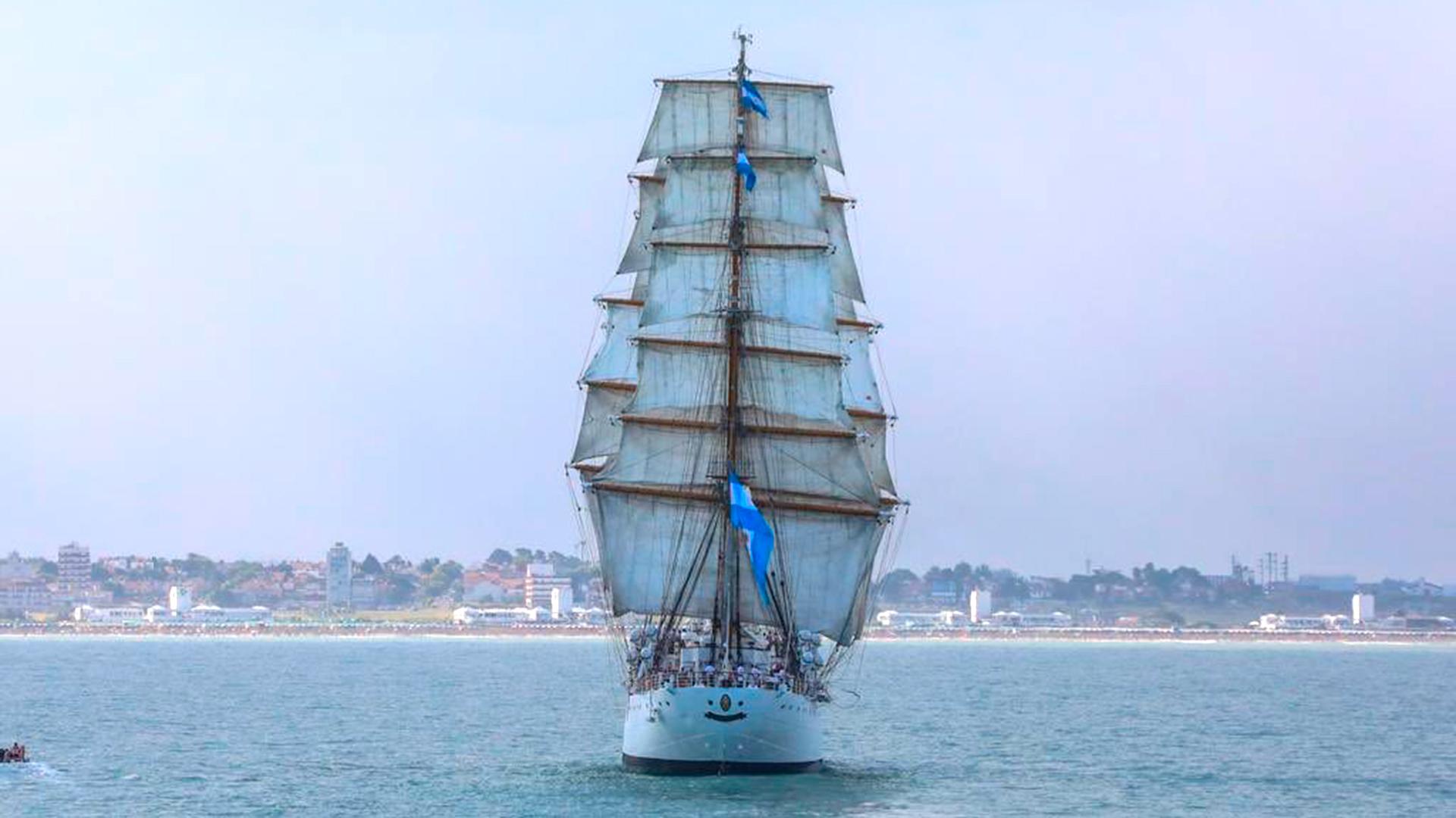 La nave inició su vida como barco de instrucción recorriendo los mares del mundo; fue diseñado y construido en 1953 en el ARS, como parte del proceso de modernización militar del gobierno de Juan Domingo Perón y botado tres años después. Entre 1954 y 1955 se produjeron variaciones en el proyecto original y la configuración de la nave