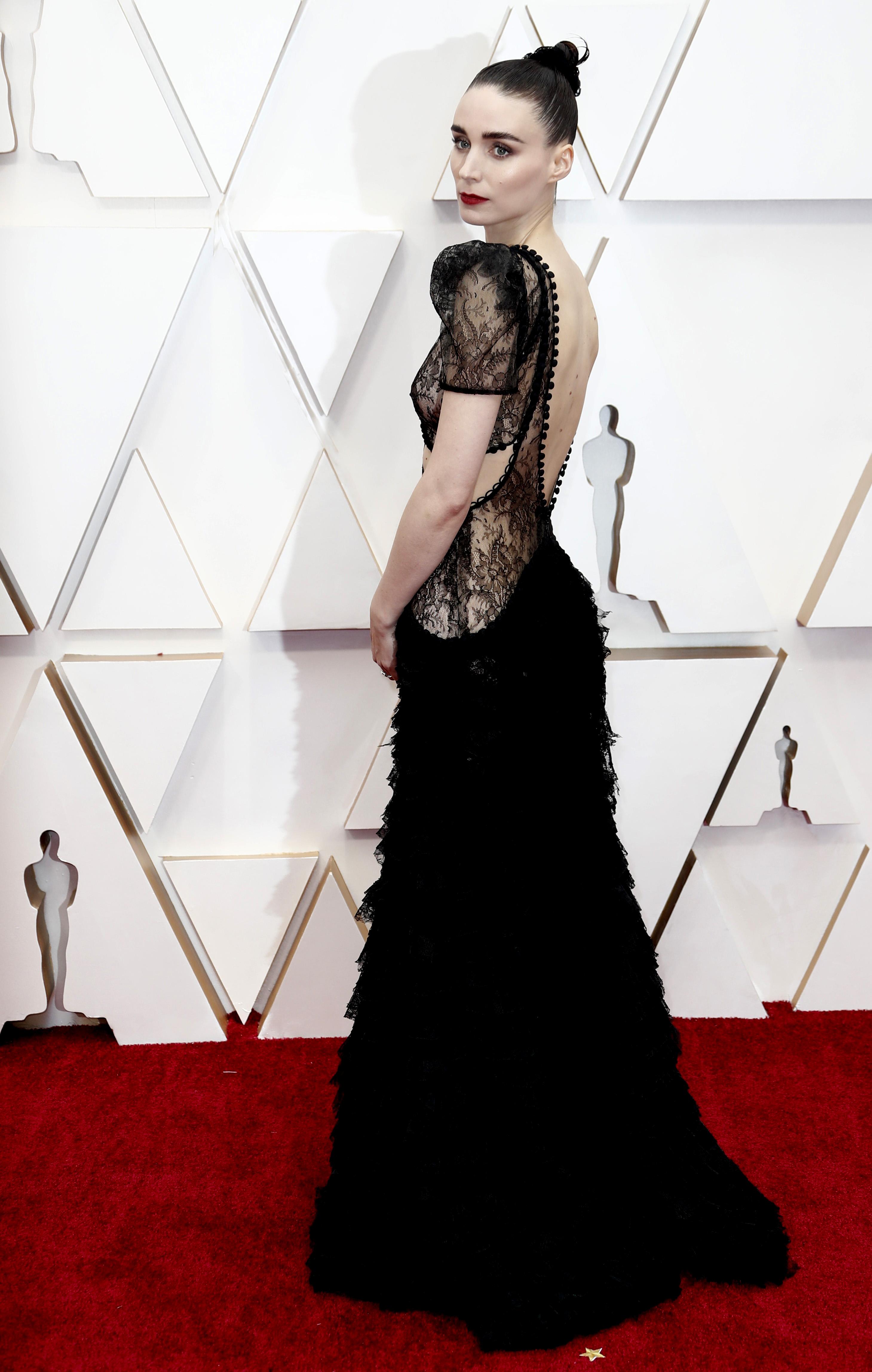 Firmado por Alexander McQueen, Rooney Mara deslumbró en la alfombra roja de los Oscars en su edición número 92 con un diseño realizado en encaje