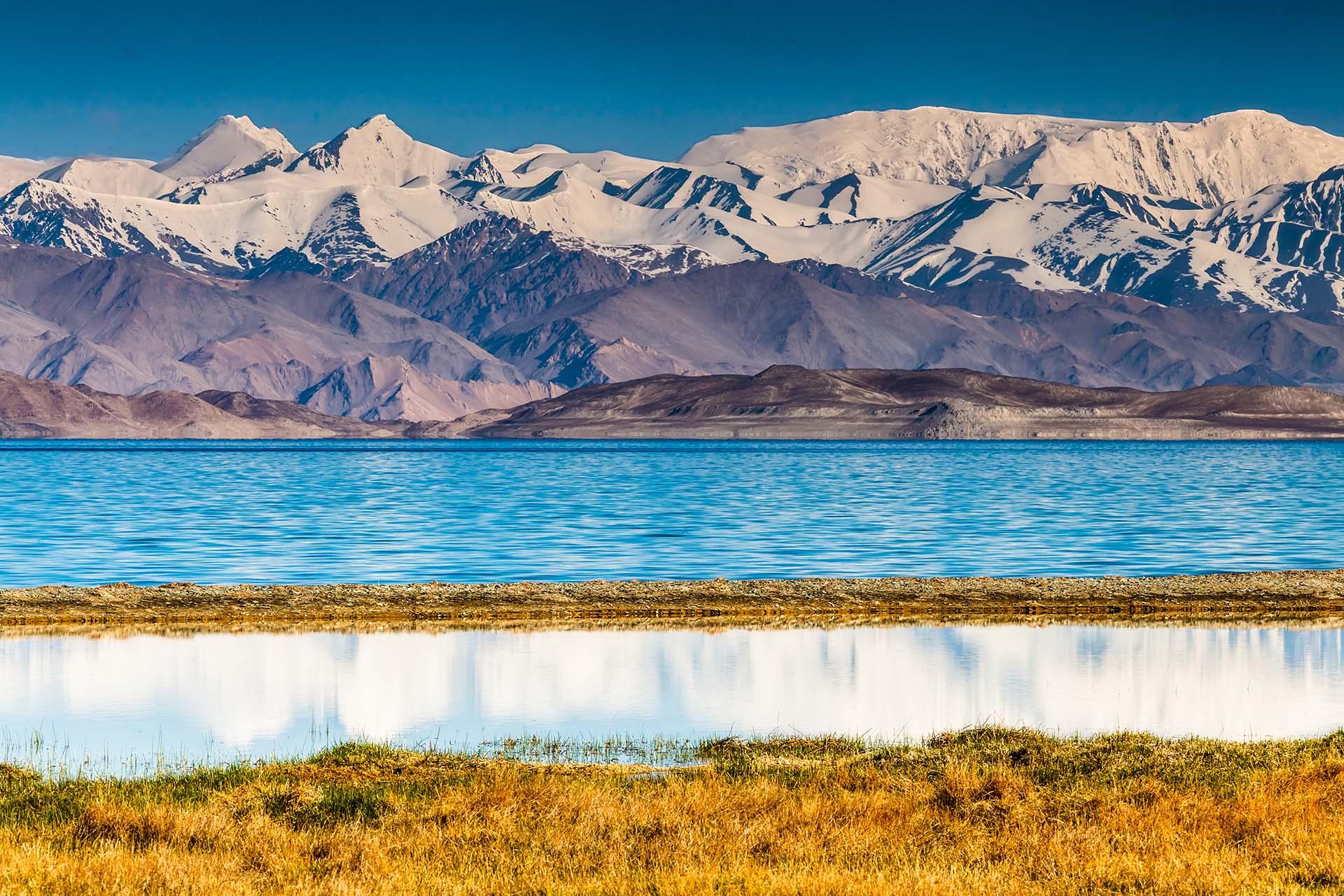 Aislado durante siglos y apenas visitado por turistas, Tayikistán conserva uno de los paisajes más montañosos y sorprendentes del mundo