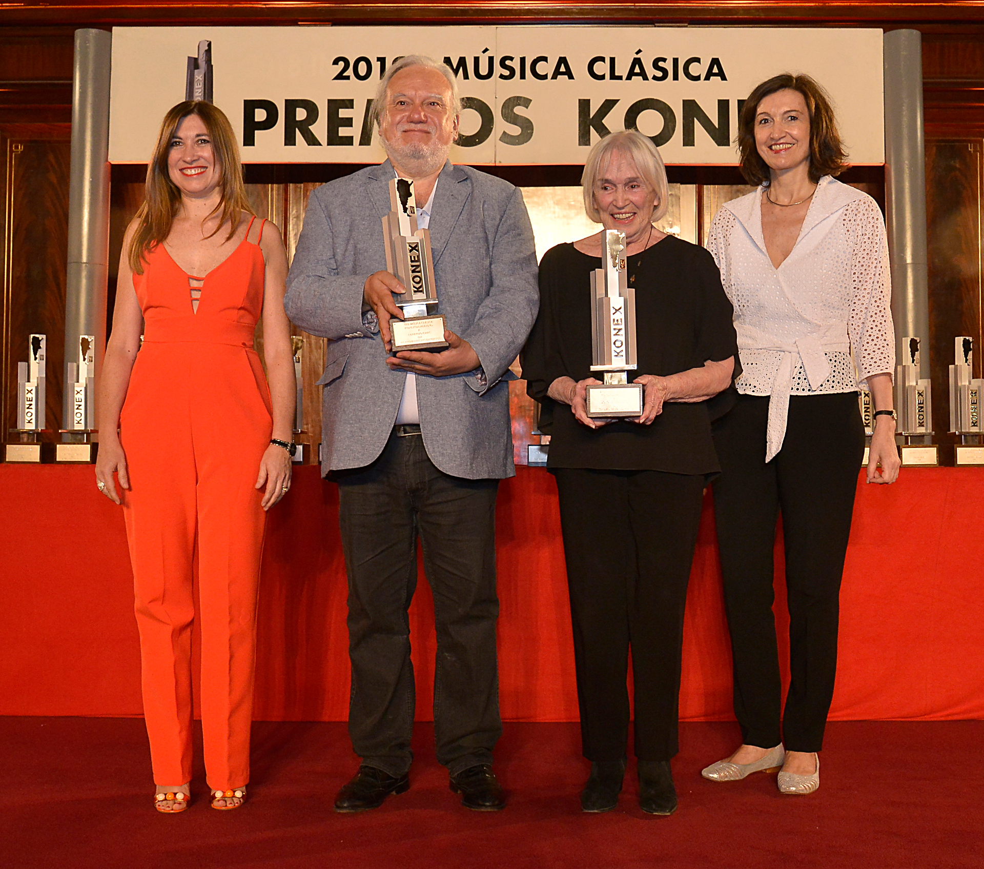 El músico Eduardo Isaac y Dolores Costoyas (en su lugar su madre) fueron reconocidos en la disciplina instrumentistas diversos