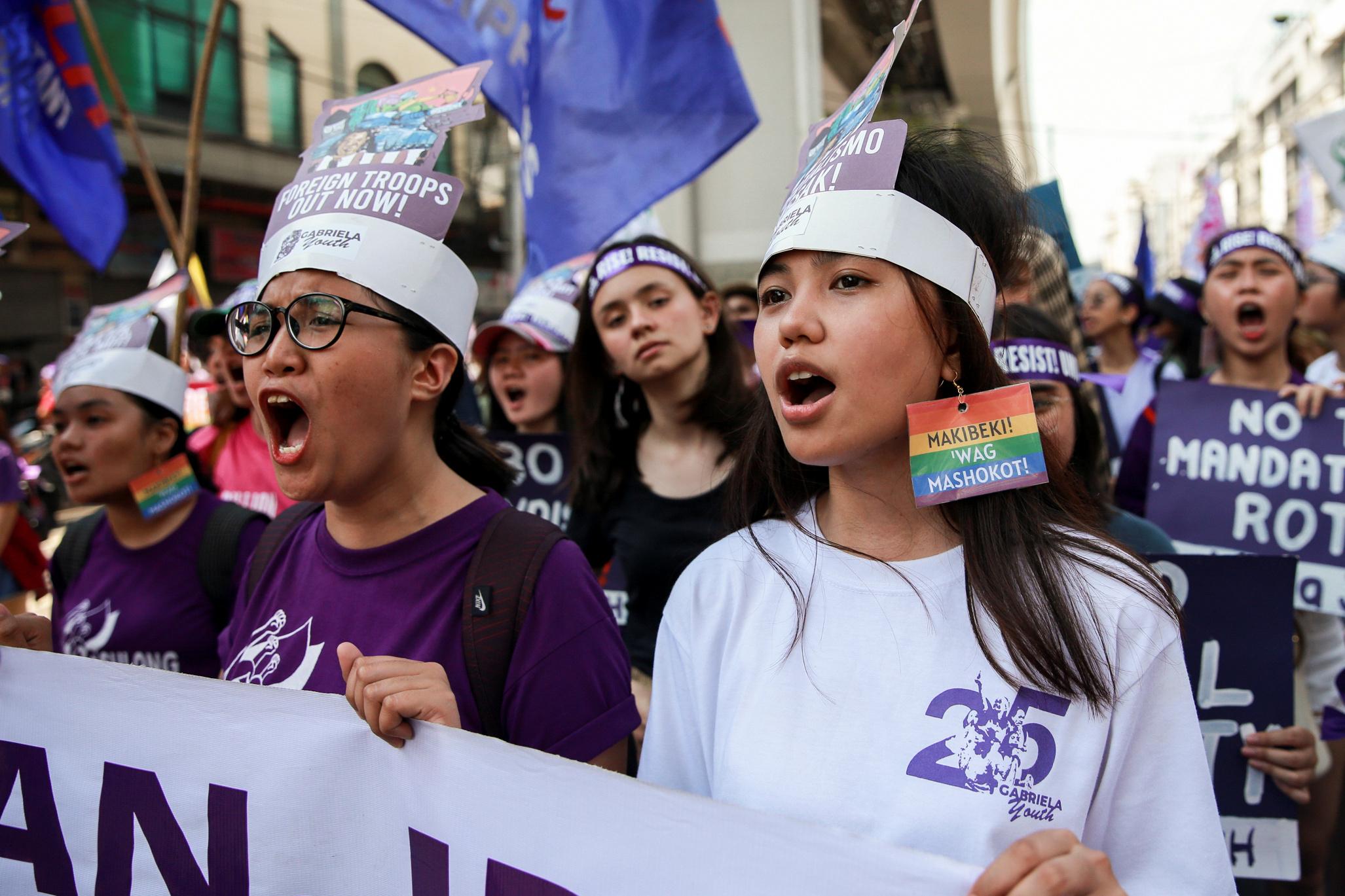 Activistas por los derechos de las mujeres marchan en Manila (REUTERS/Eloisa Lopez)