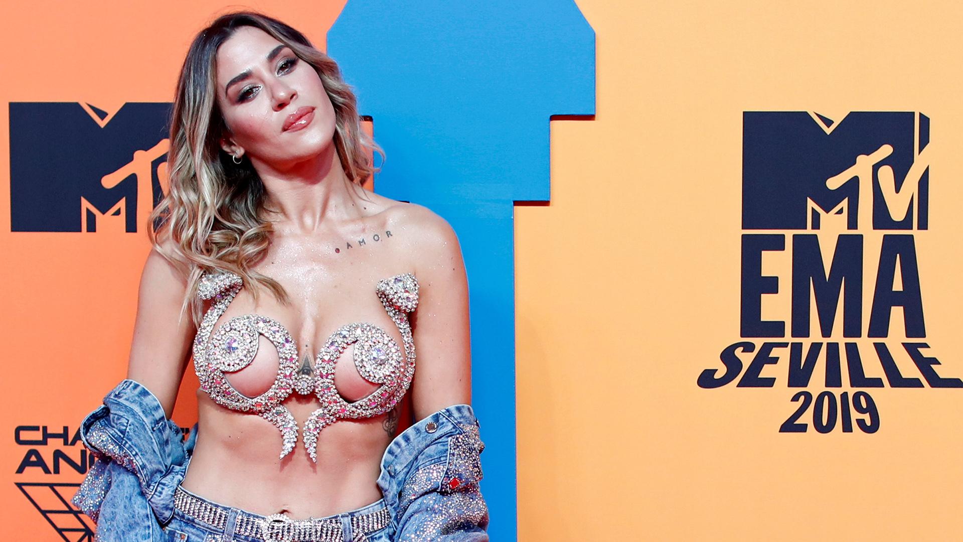Jimena Barón -ganadora como Mejor Artista Latinoamérica Sur- posa en la alfombra roja los MTV Europe Music Awards 2019. La argentina se impuso sobre los otros nominados: Lali, Tini, Cazzu y Paulo Londra