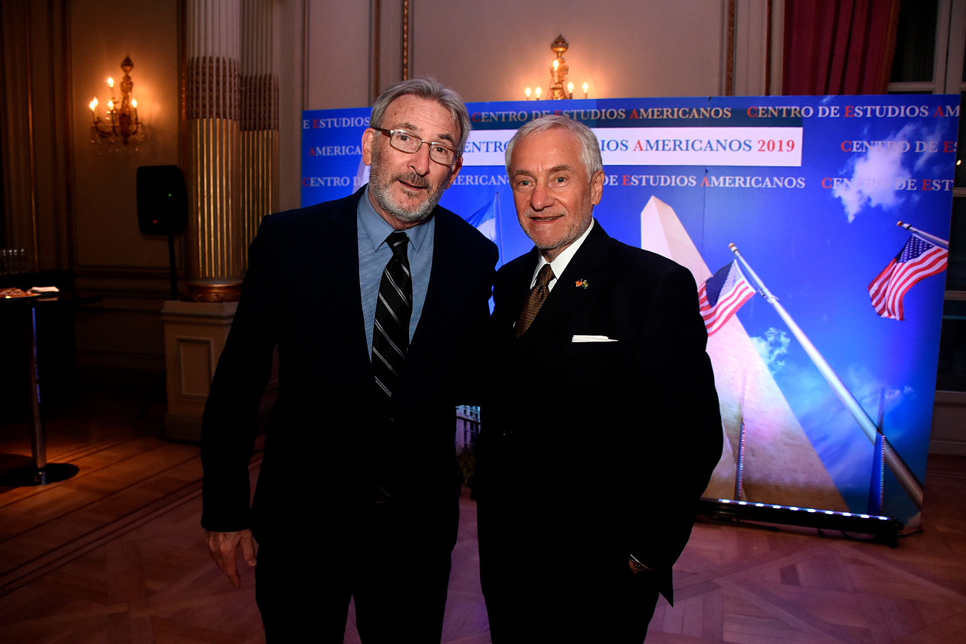 Guillermo Yanco del Museo del Holocausto con el presidente del CEA