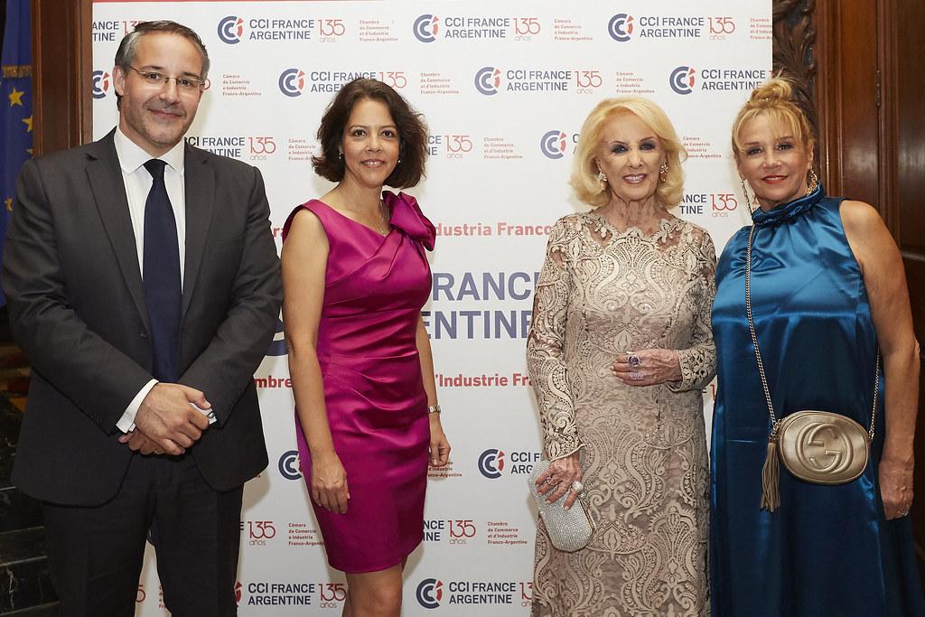 Rodrigo Pérez Graziano, presidente CCI France Argentine; la embajadora de Francia en la Argentina, Claudia Scherer Effosse; Mirtha Legrand y Marcela Tinayre