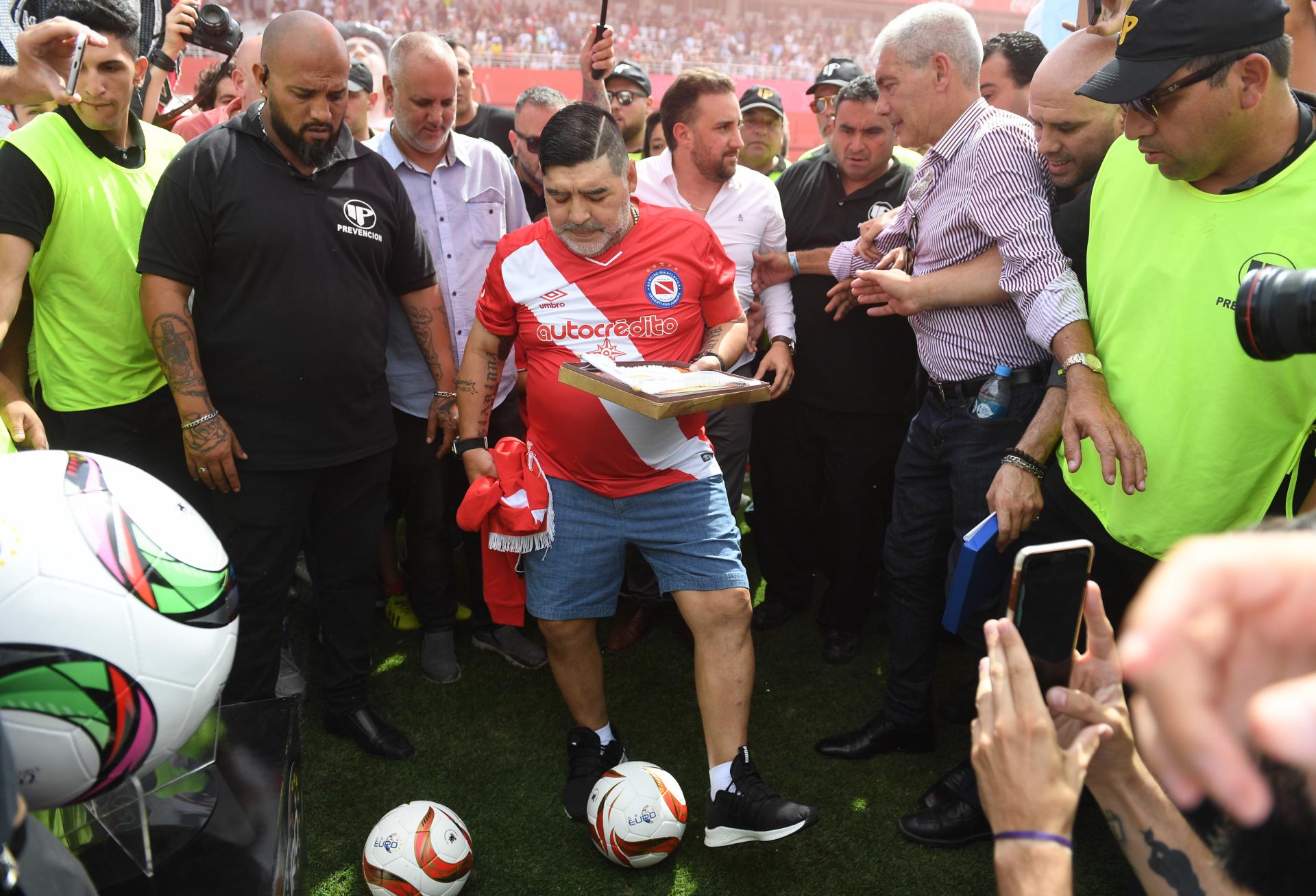 Maradona no jugó, pero fue el más ovacionado de la tarde (Maximiliano Luna)