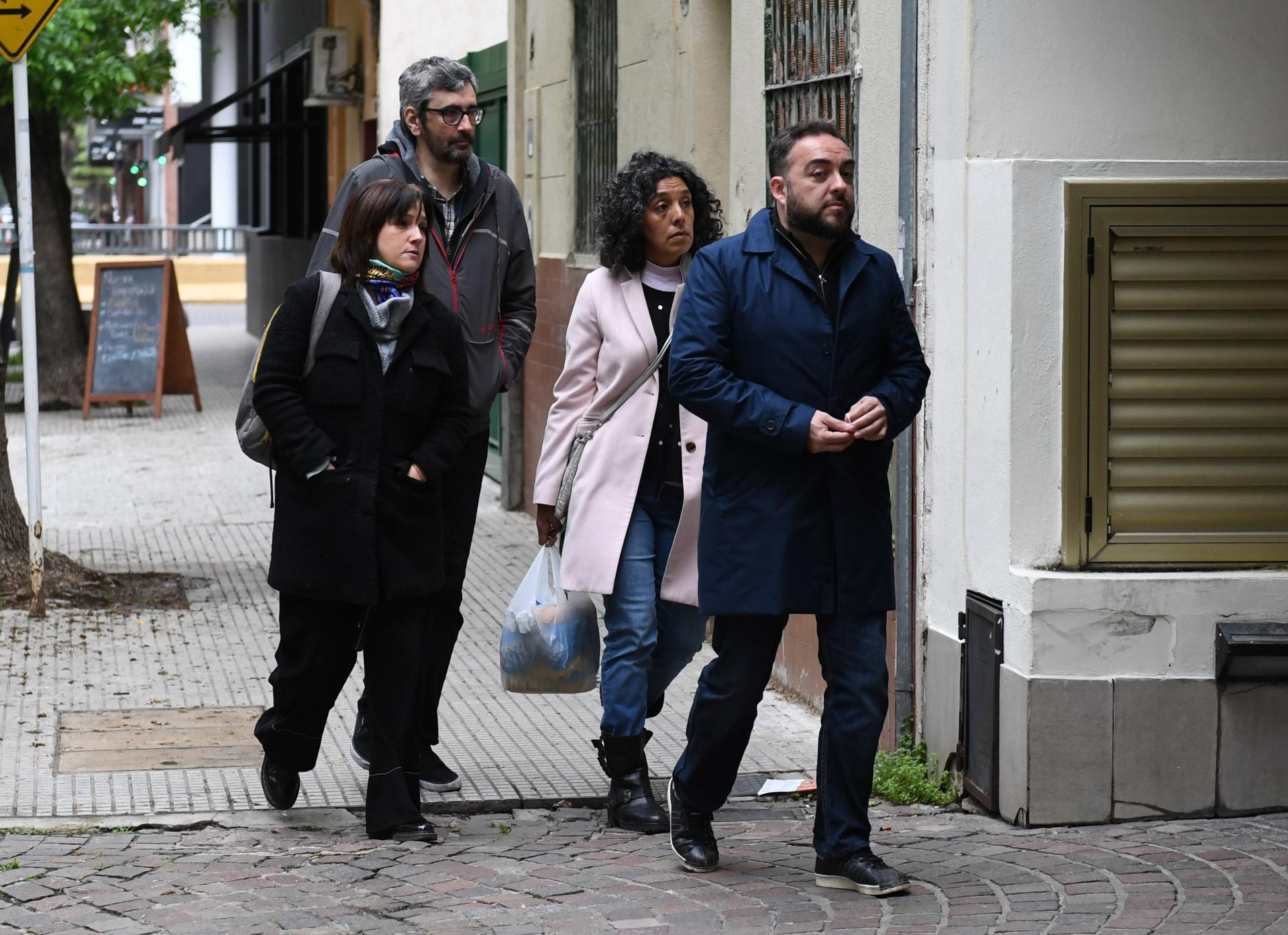 De campera gris el ex gerente de Radio del Plata y actual Director de Programación de Radio 10, Willy Bray, junto a compañeros