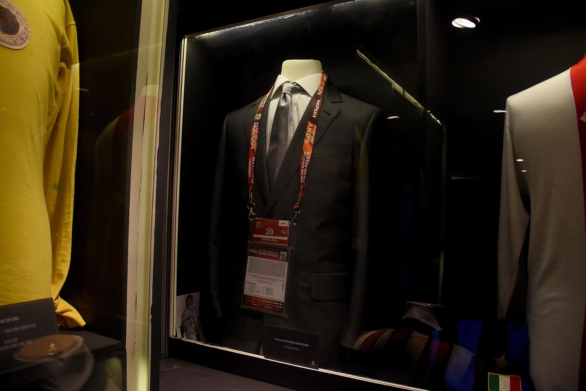 Uno de los trajes de Etiqueta Negra que usó Diego Armando Maradona como entrenador de la Selección en la Copa del Mundo de Sudáfrica 2010 (Nicolas Stulberg)