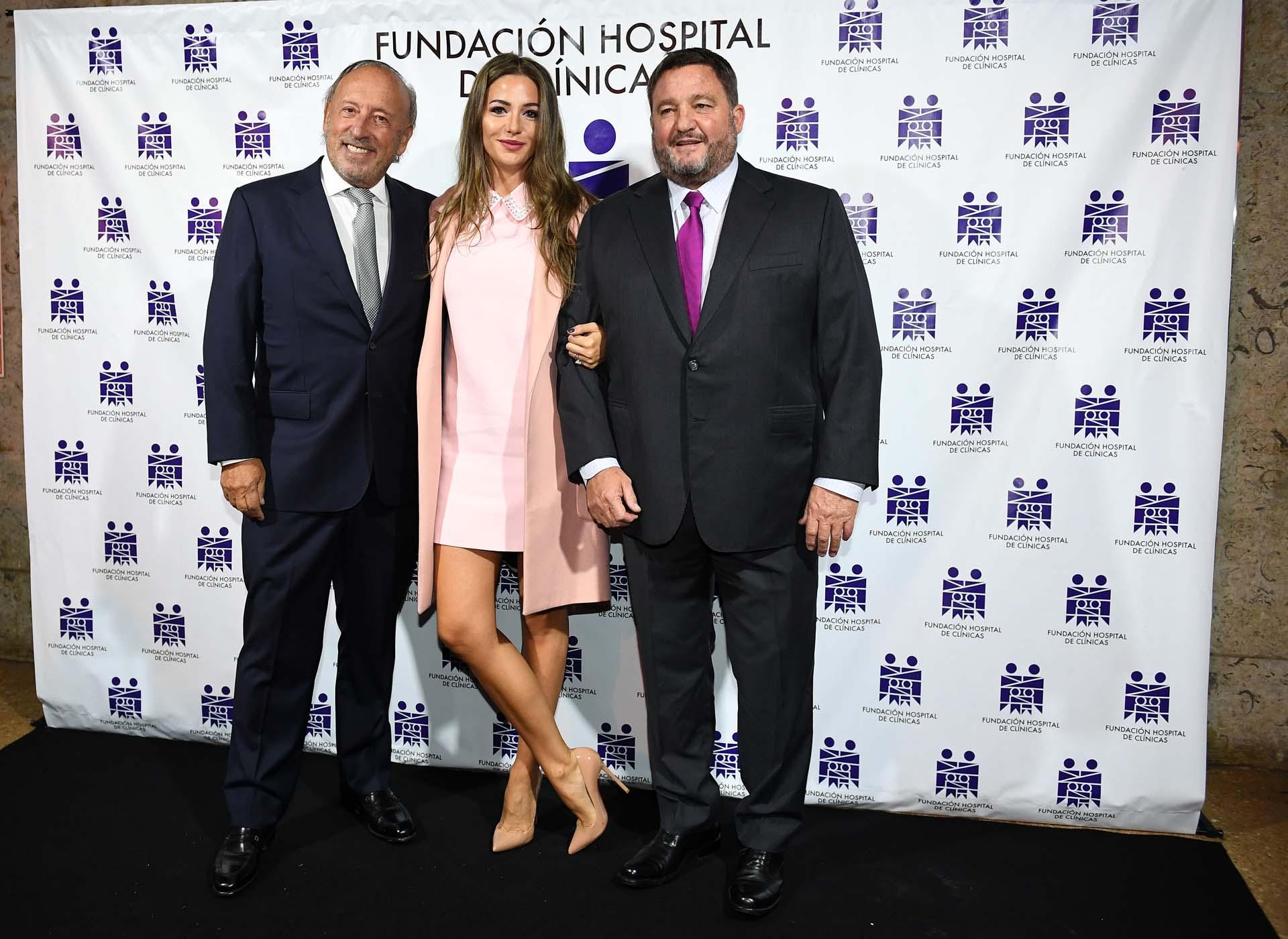 Mauricio Filiberti (Transclor) y su mujer Camila Pitana, junto a Alejandro Macfarlane