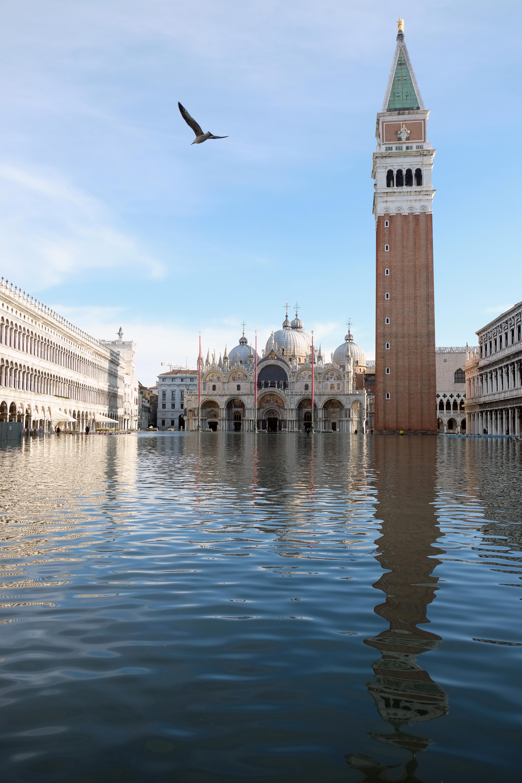 Una vista de la inundada Plaza de San Marcos (REUTERS/Manuel Silvestri)