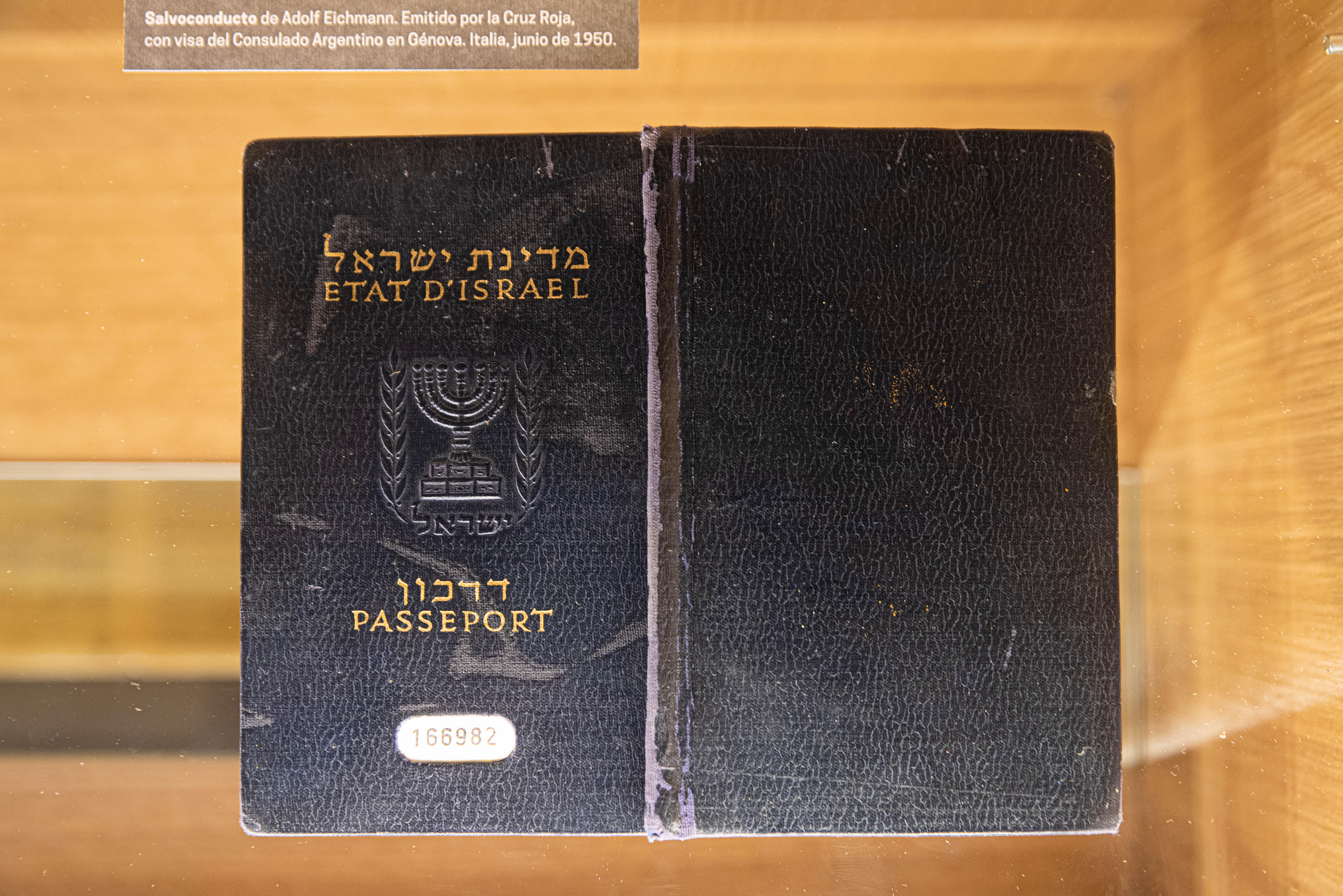 El salvoconducto con el que Adolf Eichmann ingresó al país