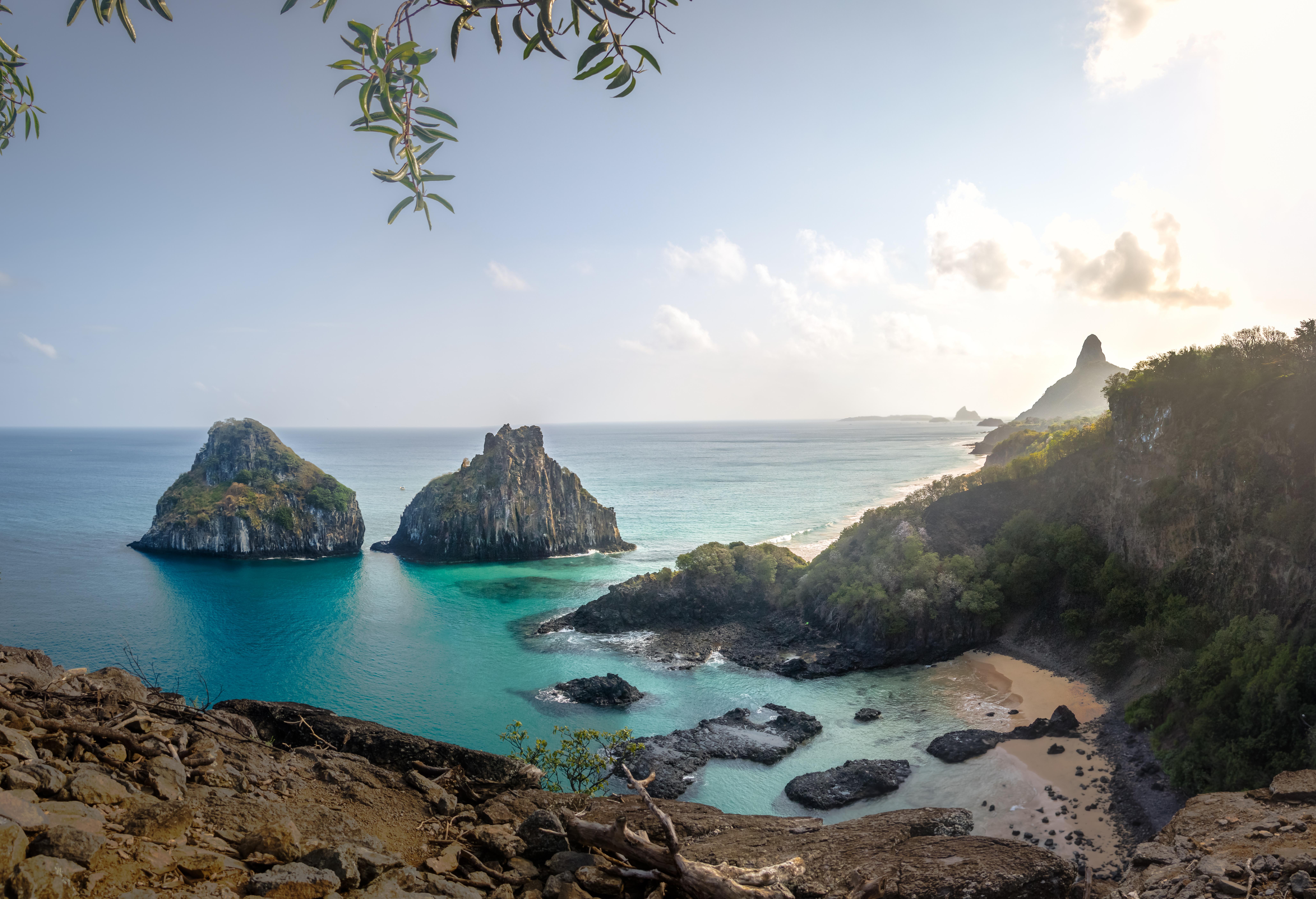 Escondido en el archipiélago de Fernando de Noronha está Baía Dos Porcos, también conocida como la