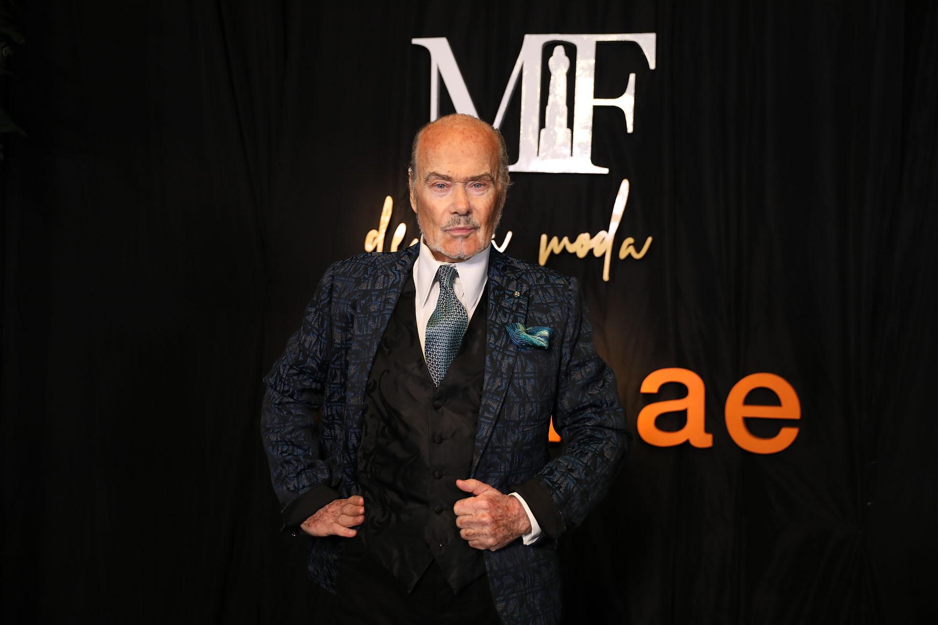 El diseñador Gino Bogani impecable recibió el premio a la trayectoria de APTRA (Chule Valerga)