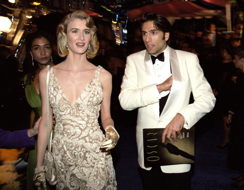 Laura Dern y su pareja de ese entonces, Vincent Spano, en los premios Oscar de 1992. La hija del reconocido actor Bruce Dern fue nominada por tercera vez y es el favorita para llevarse el premio como mejor actriz de reparto por