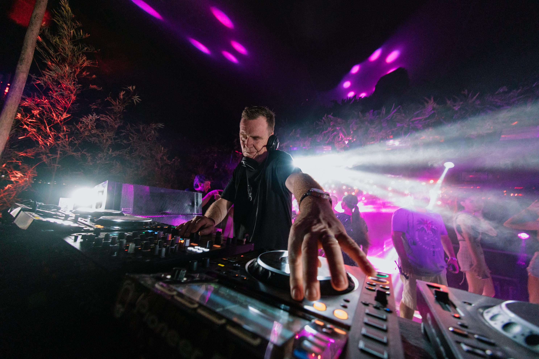 La gran fiesta de Savage: Con la presentación de The Soundgarden, Nick Warren dejó inaugurada la temporada de fiestas electrónicas del verano esteño