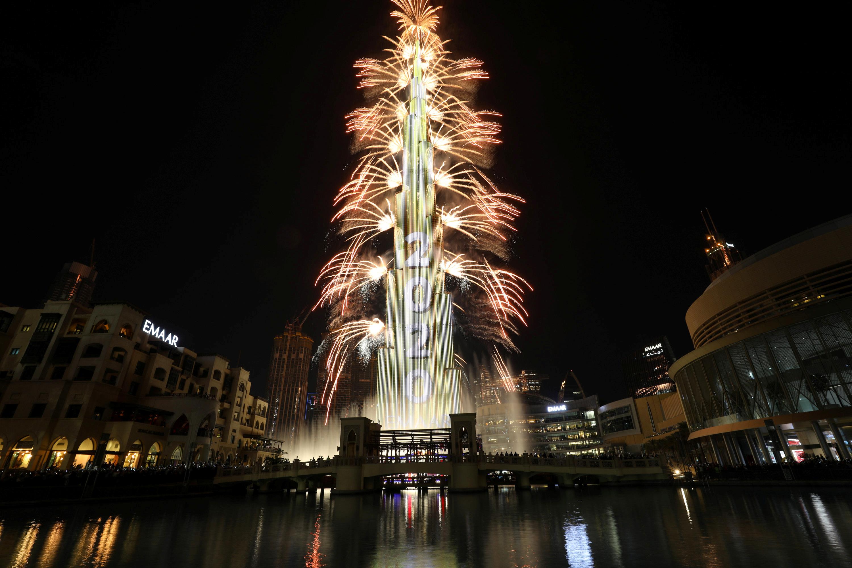 Así lució el rascacielos Burj Khalifa, el edificio más alto del mundo, en las celebraciones de Año Nuevo en Dubai (REUTERS/Christopher Pike)