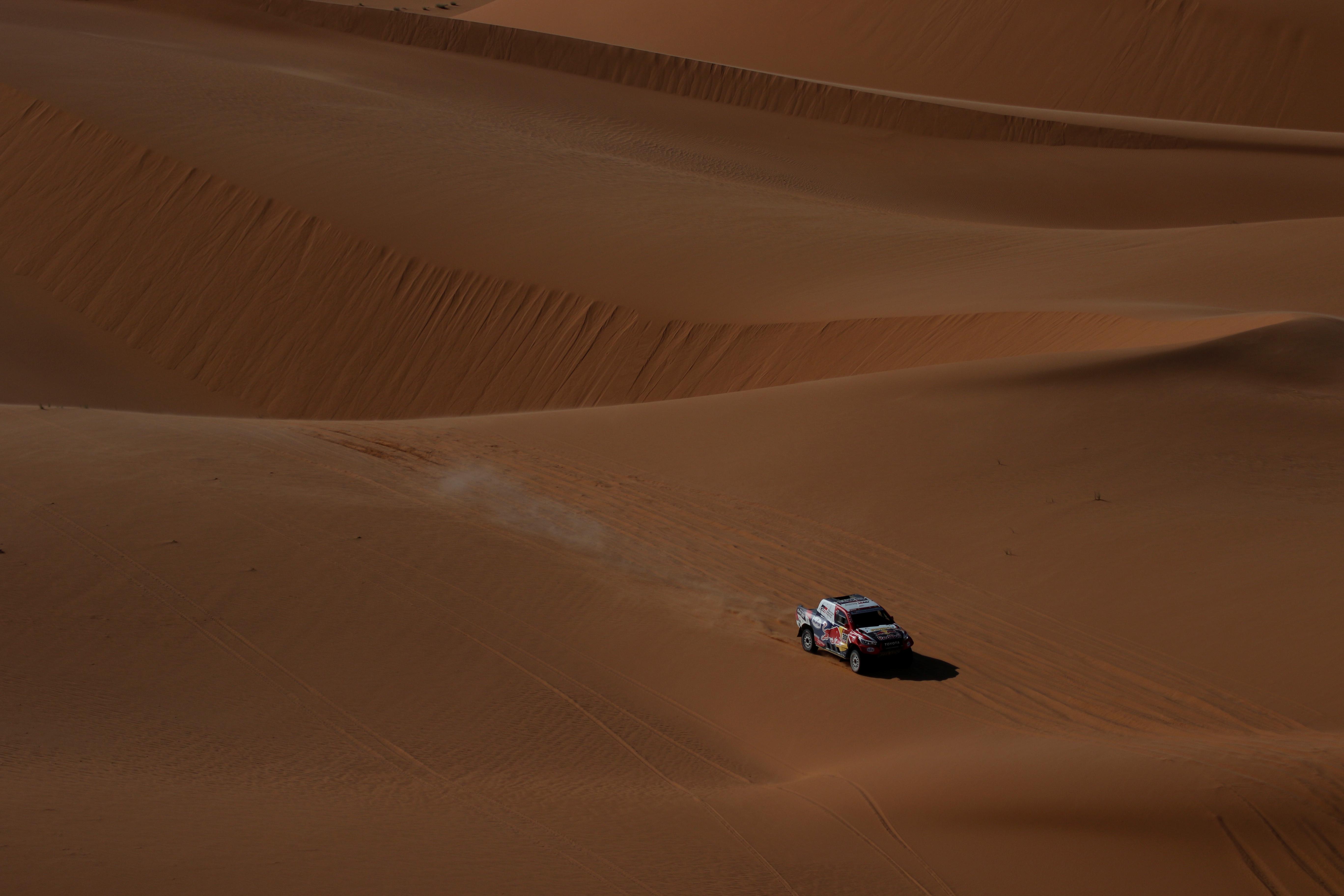 Sainz reforzó su liderato en la general, a dos jornadas del final, después de que el martes el catarí Nasser Al-Attiyah (Toyota) se hubiera colocado a solo 24 segundos
