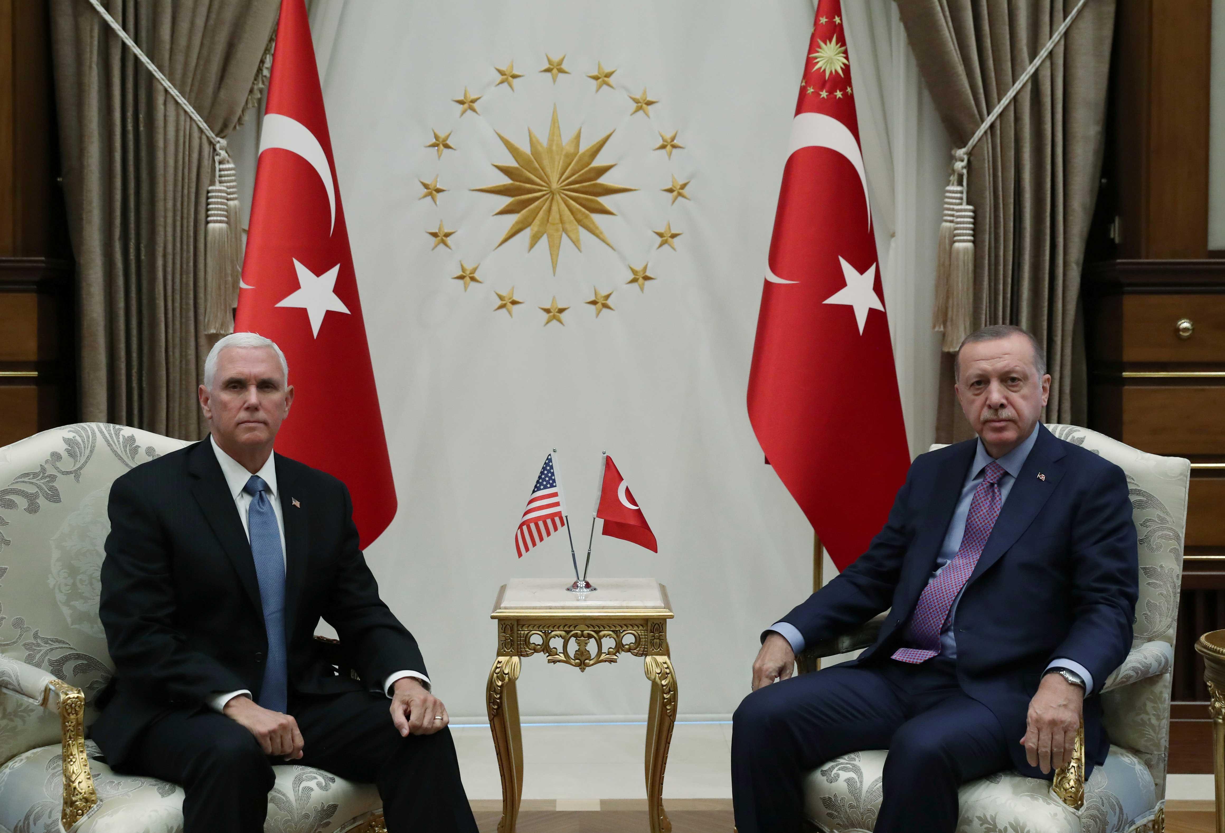 Resultado de imagen para Recep Erdogan recibe a Mike Pence para dialogar sobre la invasión contra los kurdos y las sanciones de EEUU