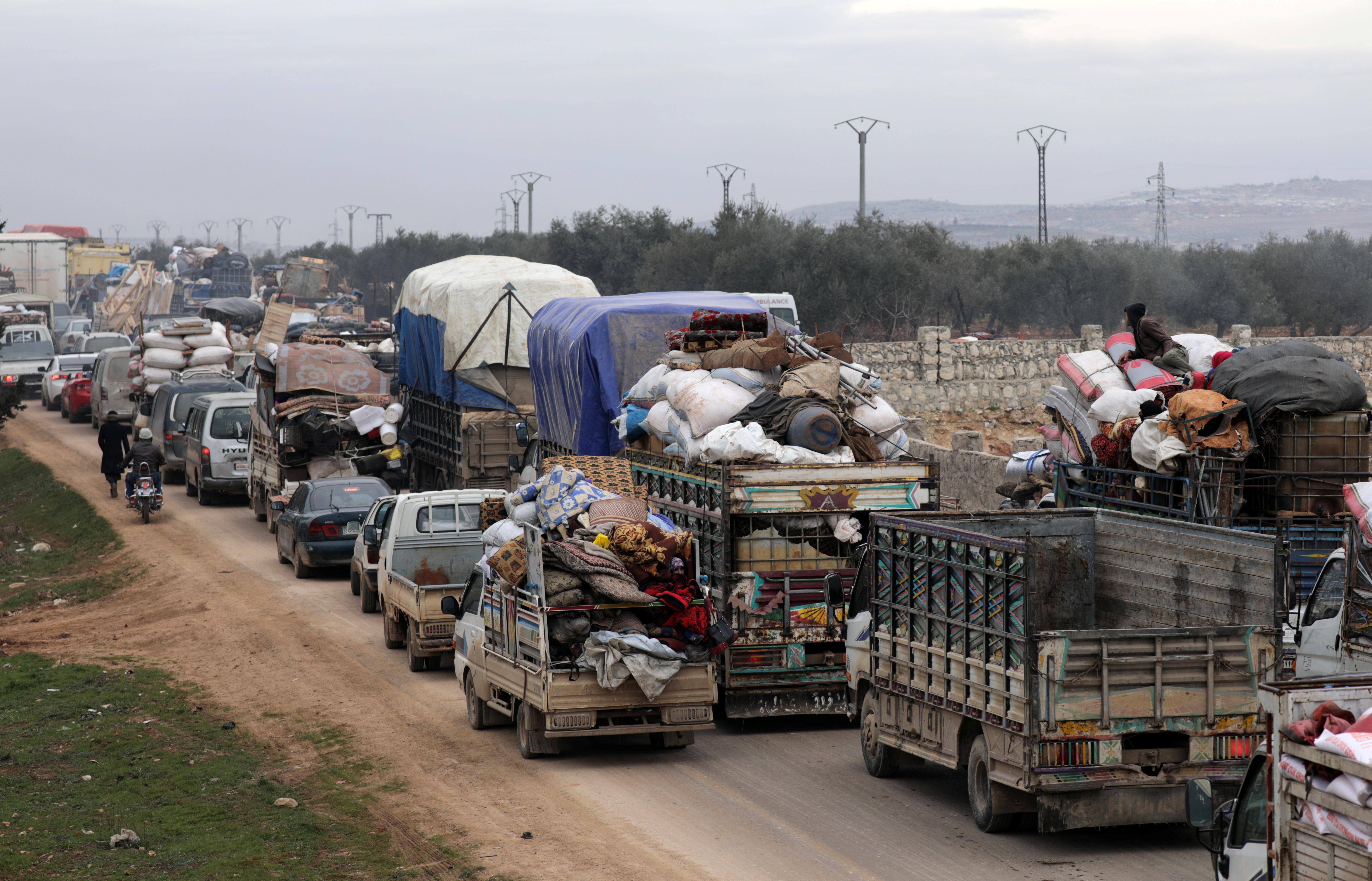 La mayoría de los desplazados ha cargado consigo la mayor parte de sus pertenencias, sabiendo que abandonan una zona que probablemente quede en ruinas