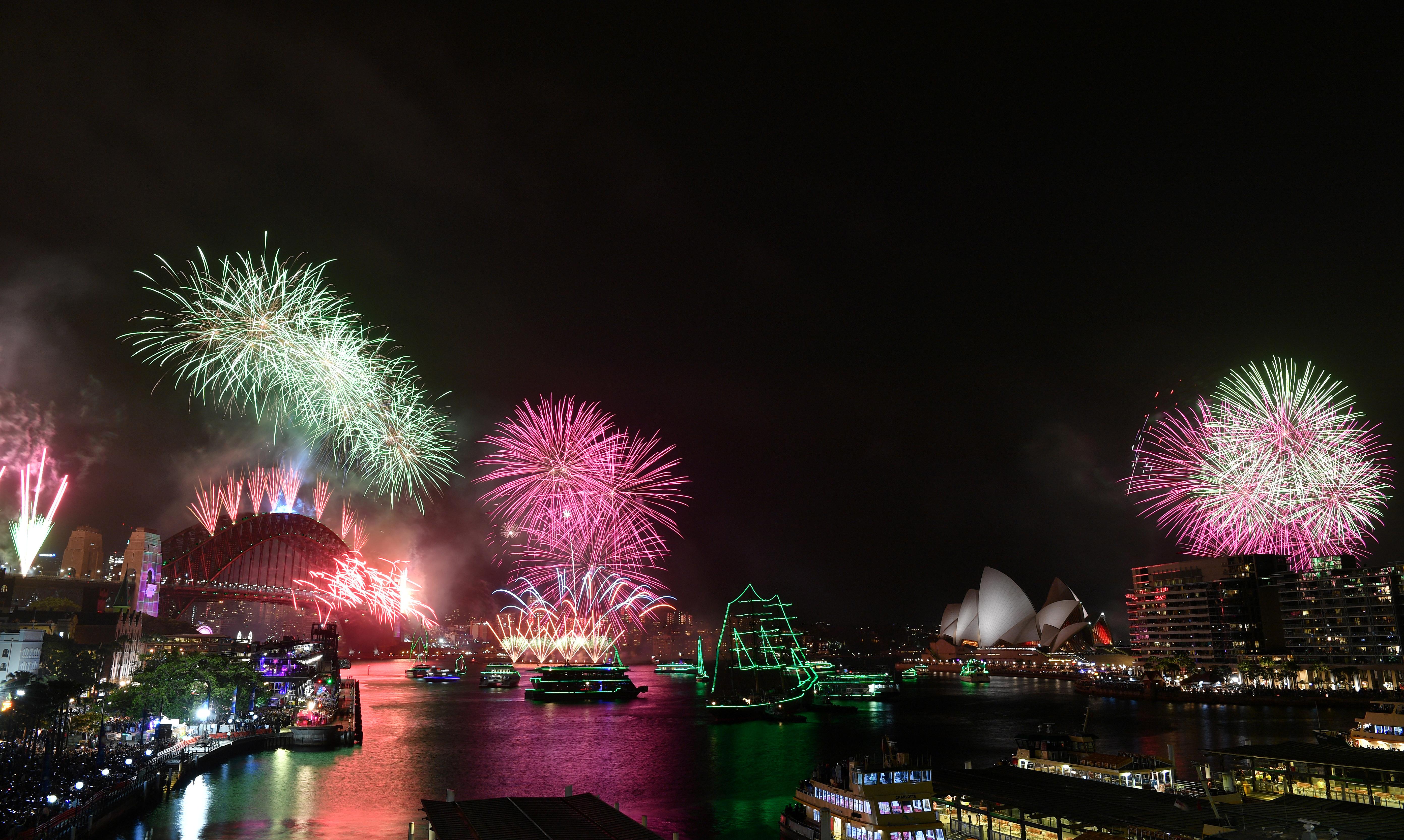 Oceanía fue la primera región del planeta en recibir el año nuevo. Y el show de fuegos artificiales en la bahía de Sidney, Australia, es un clásico