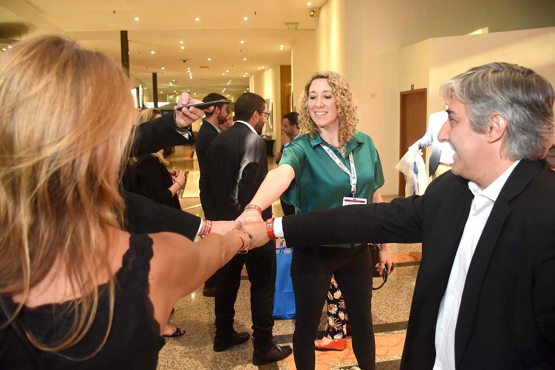 La cábala del equipo de Teleperformance, minutos de antes de ingresar al salón del Sheraton Buenos Aires