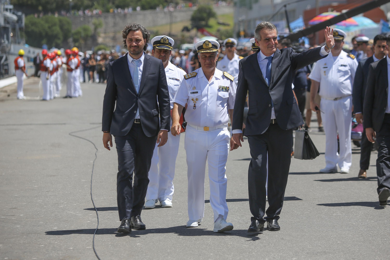 Participaron de la ceremonia el jefe de la Armada, el almirante José Villán, junto a otras autoridades nacionales, provinciales y municipales que acompañan a los familiares en la recepción de la tripulación.