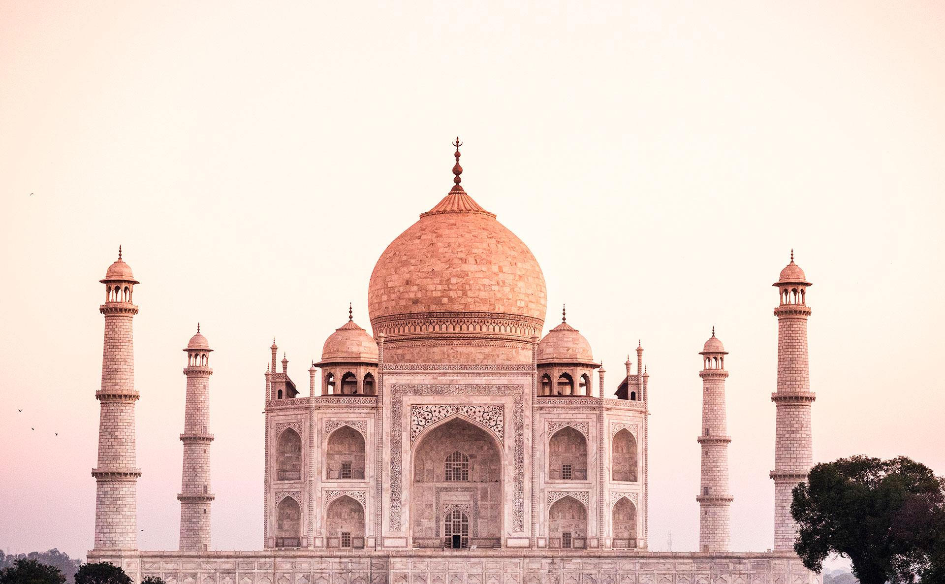 """El Taj Mahal fue construido por el emperador Shah Jahan entre 1631 y 1648. La UNESCO lo llama """"el mayor logro arquitectónico en toda la gama de la arquitectura indo-islámica"""" (Shutterstock)"""