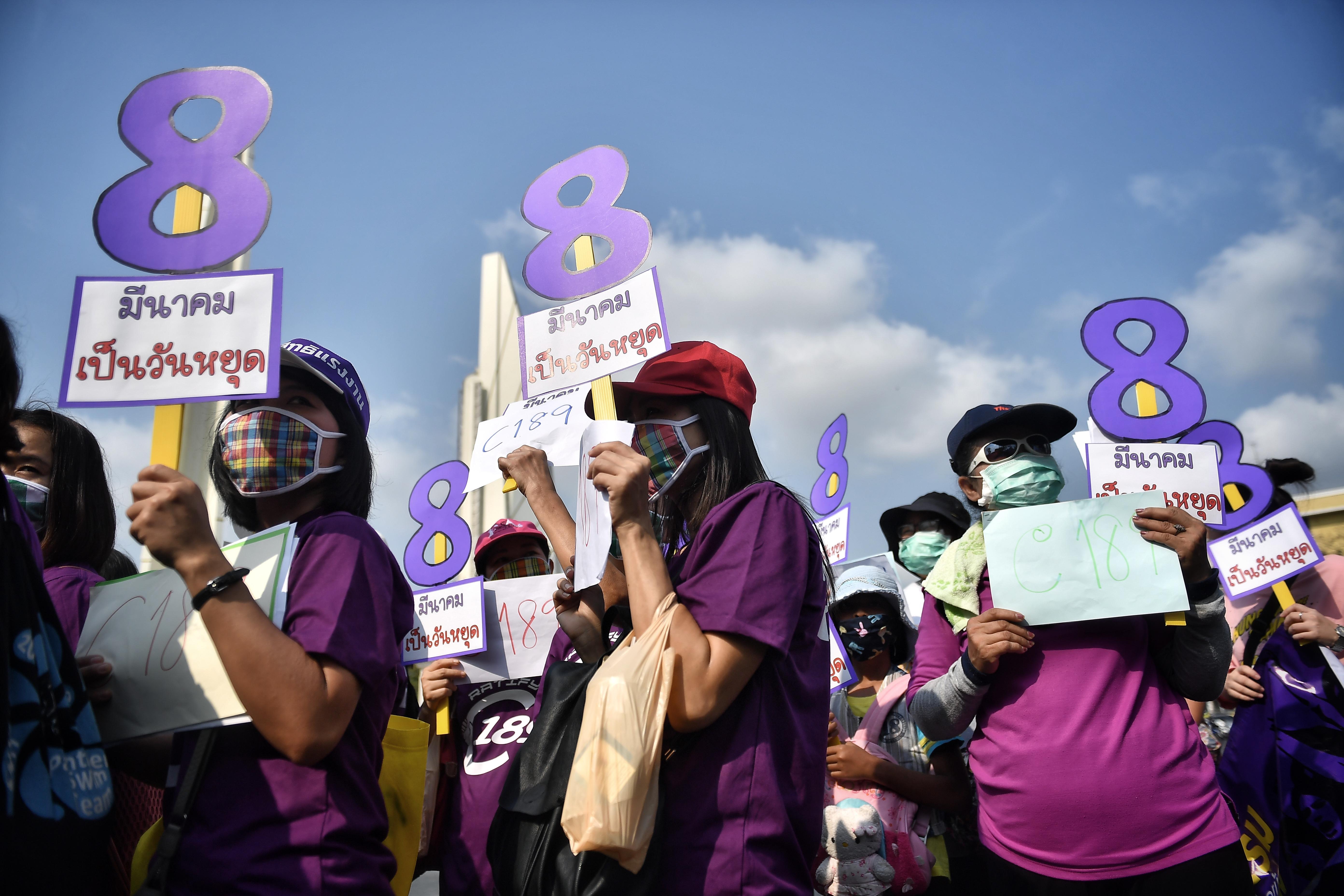 La marcha en Bangkok (Lillian SUWANRUMPHA / AFP)