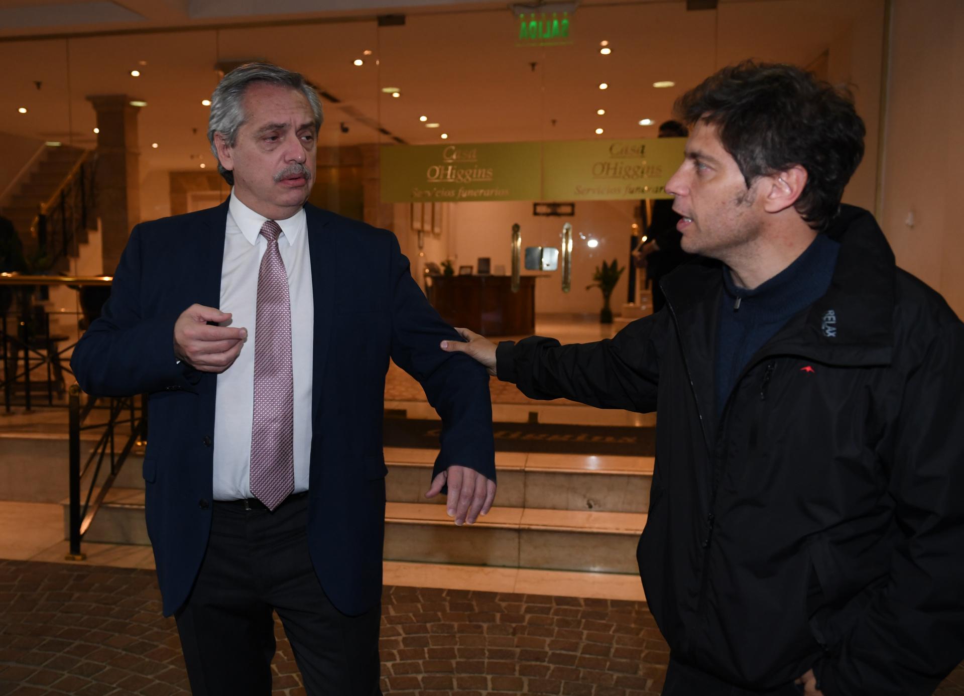 El candidato a presidente por el Frente de Todos, Alberto Fernández, junto al candidato a gobernador bonaerense por ese frente, Axel Kicillof