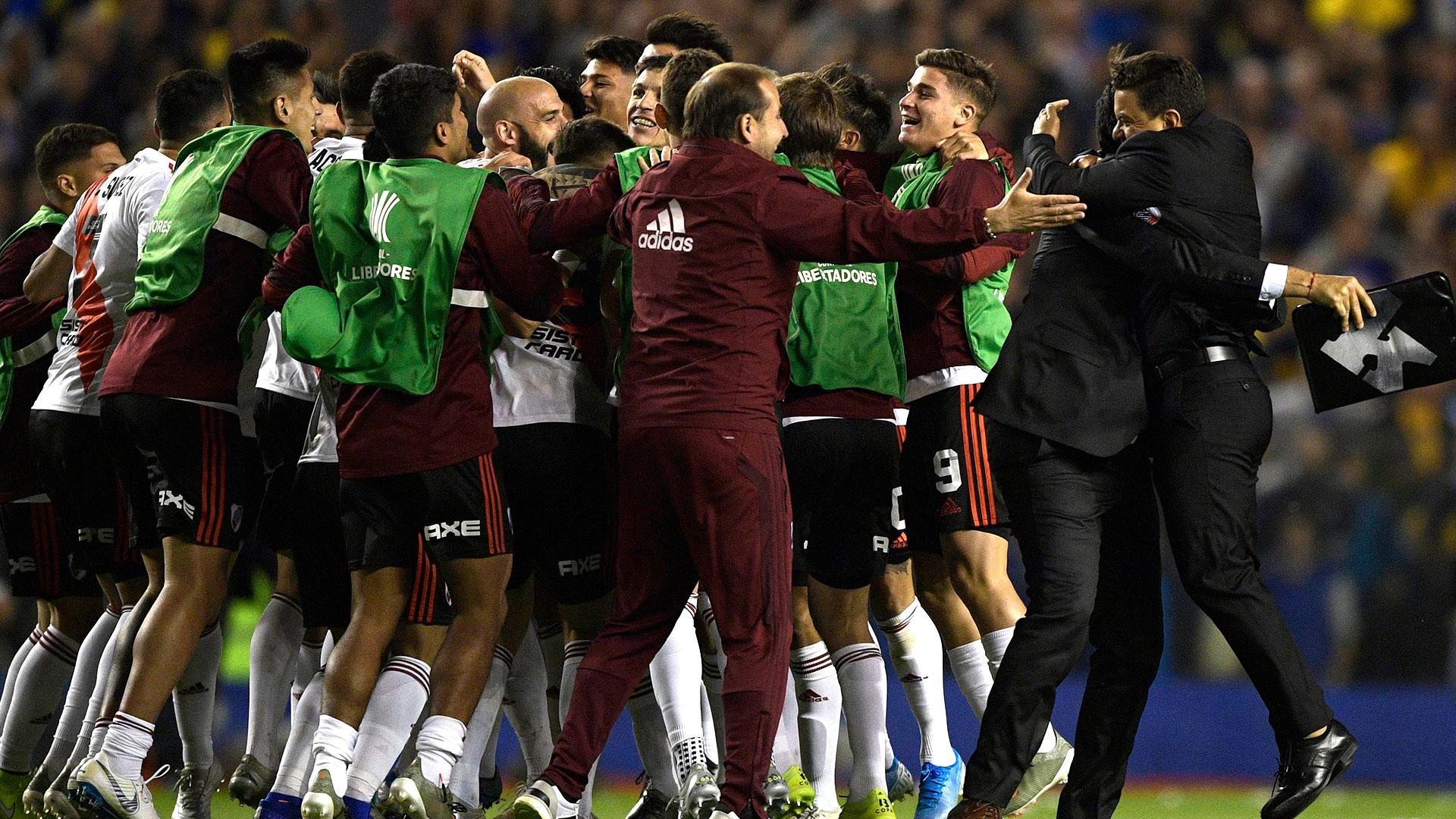 Los jugadores, los asistentes, Gallardo y Matías Biscay