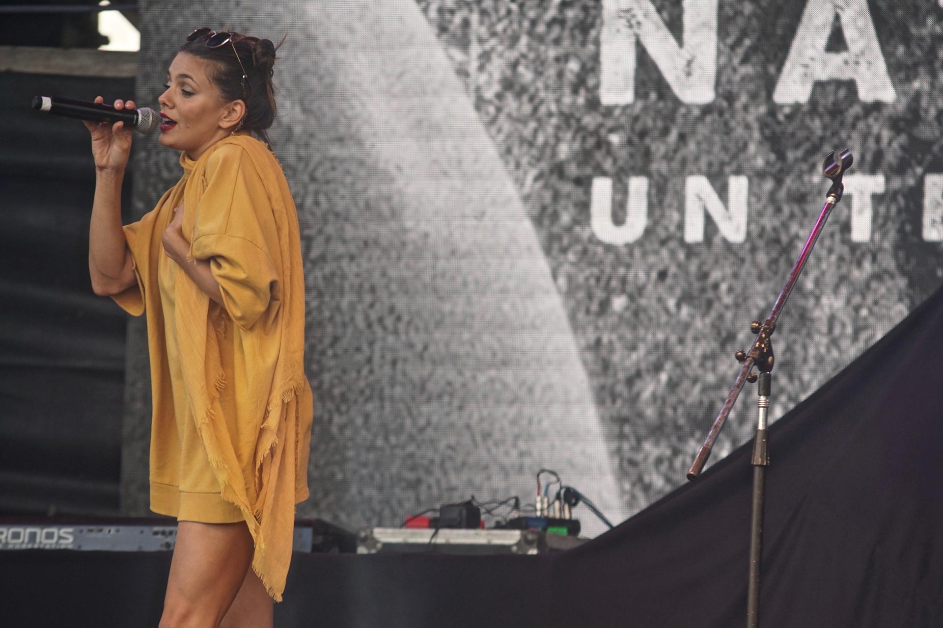 """La actriz Natalie Pérez presentó las canciones de su primer disco """"Un té de tilo"""" en el festival YPF Verano Perfecto."""