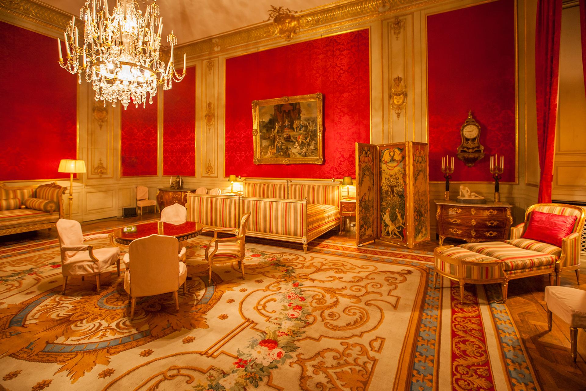 El palacio tiene 609 habitaciones y es uno de los mayores palacios reales del mundo que sigue en uso con su propósito original