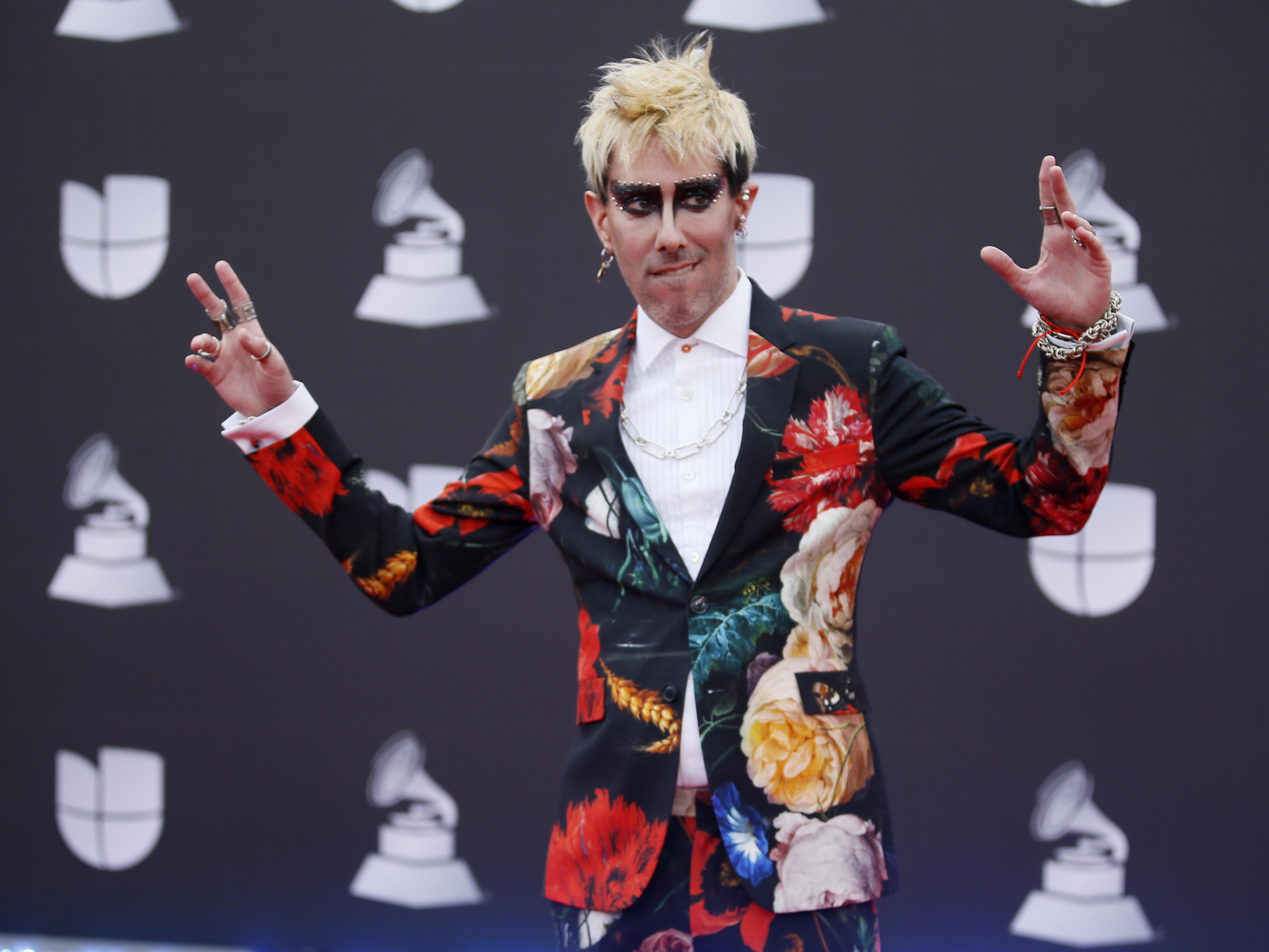 Enrique Campos, nacido en Buenos Aires, estuvo nominado al Grammy Latino a Mejor álbum de Tango con su primer trabajo,
